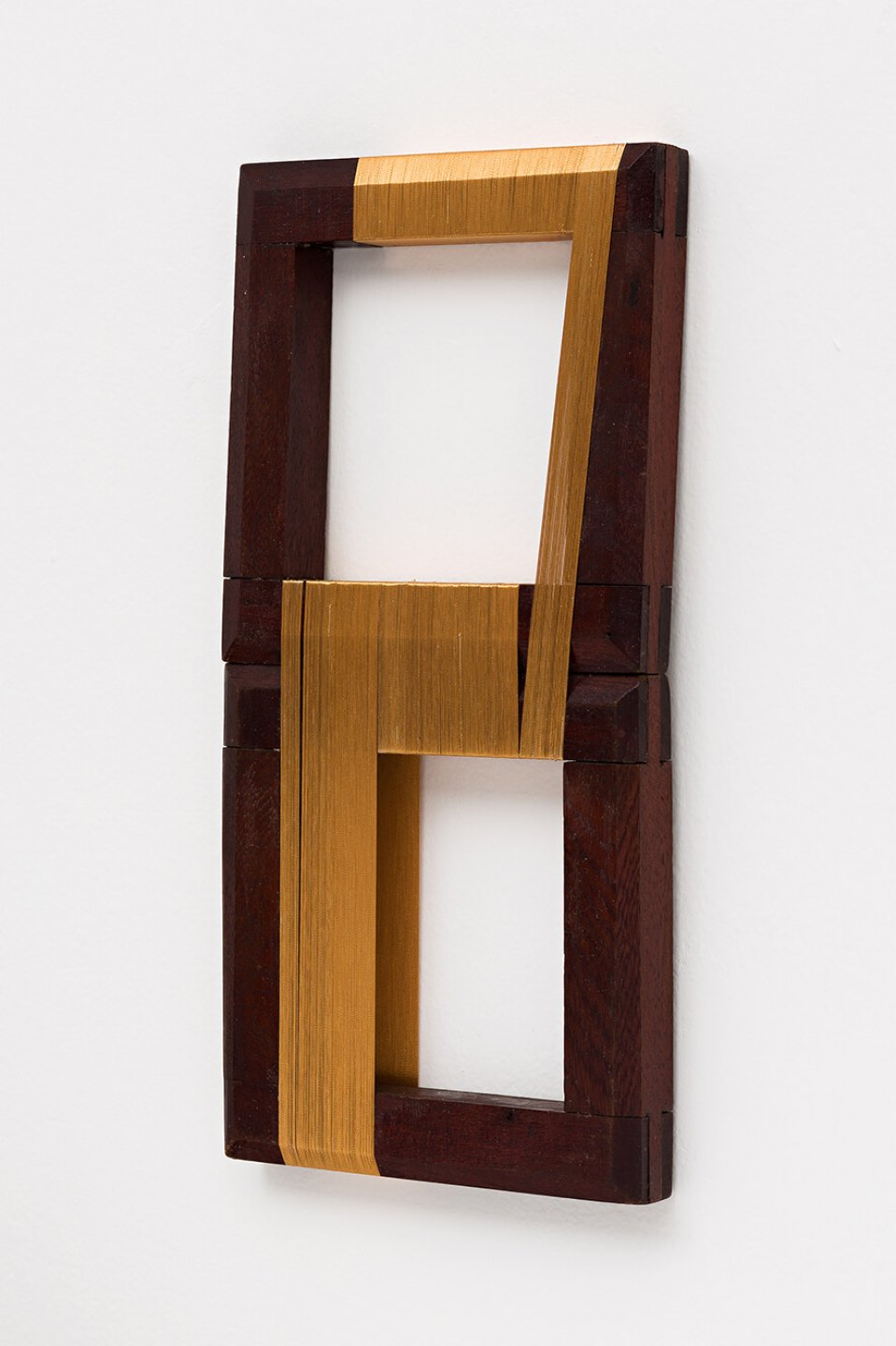 Paloma Bosquê, <em>Rhythm for 2</em>, 2013, lurex threads on wood frame, 36 × 18 × 2,5 cm - Mendes Wood DM
