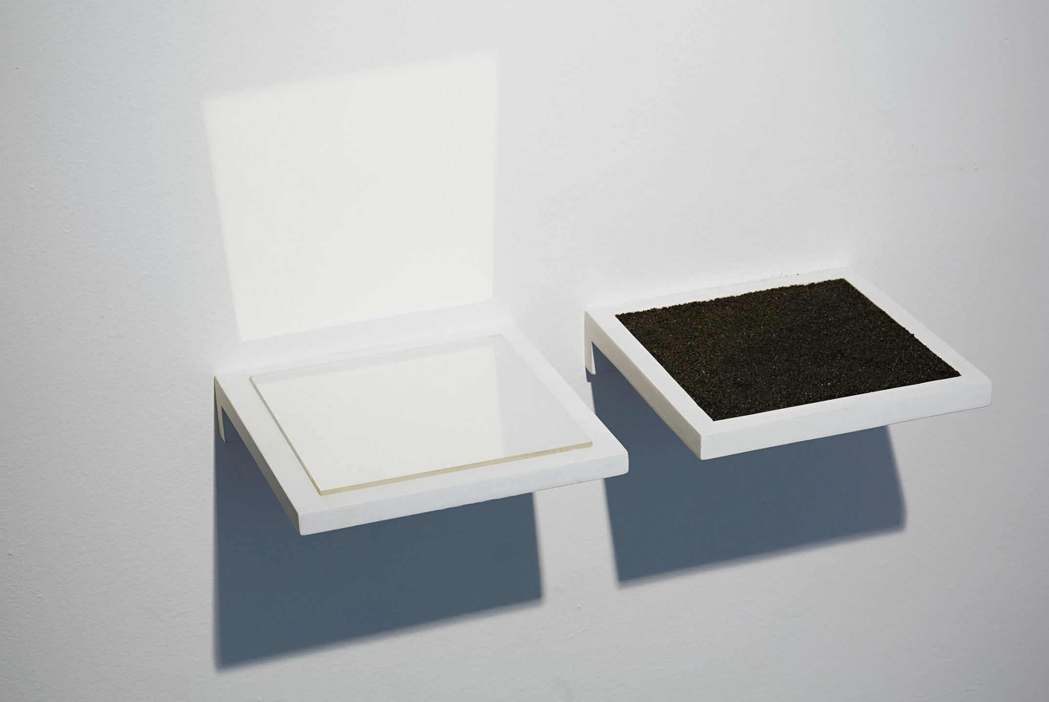 Paloma Bosquê, <em>In/Out, </em>2014, wooden tray, reflexive glass and black sand, 69 × 37 cm - Mendes Wood DM