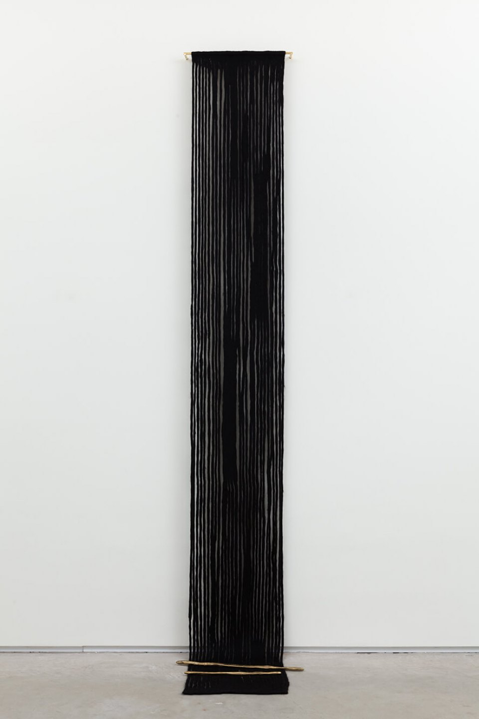 Paloma Bosquê, <em>Fountain #3</em>, 2016, woll, brass rods and cast bronze, 291 × 51 × 7 cm - Mendes Wood DM