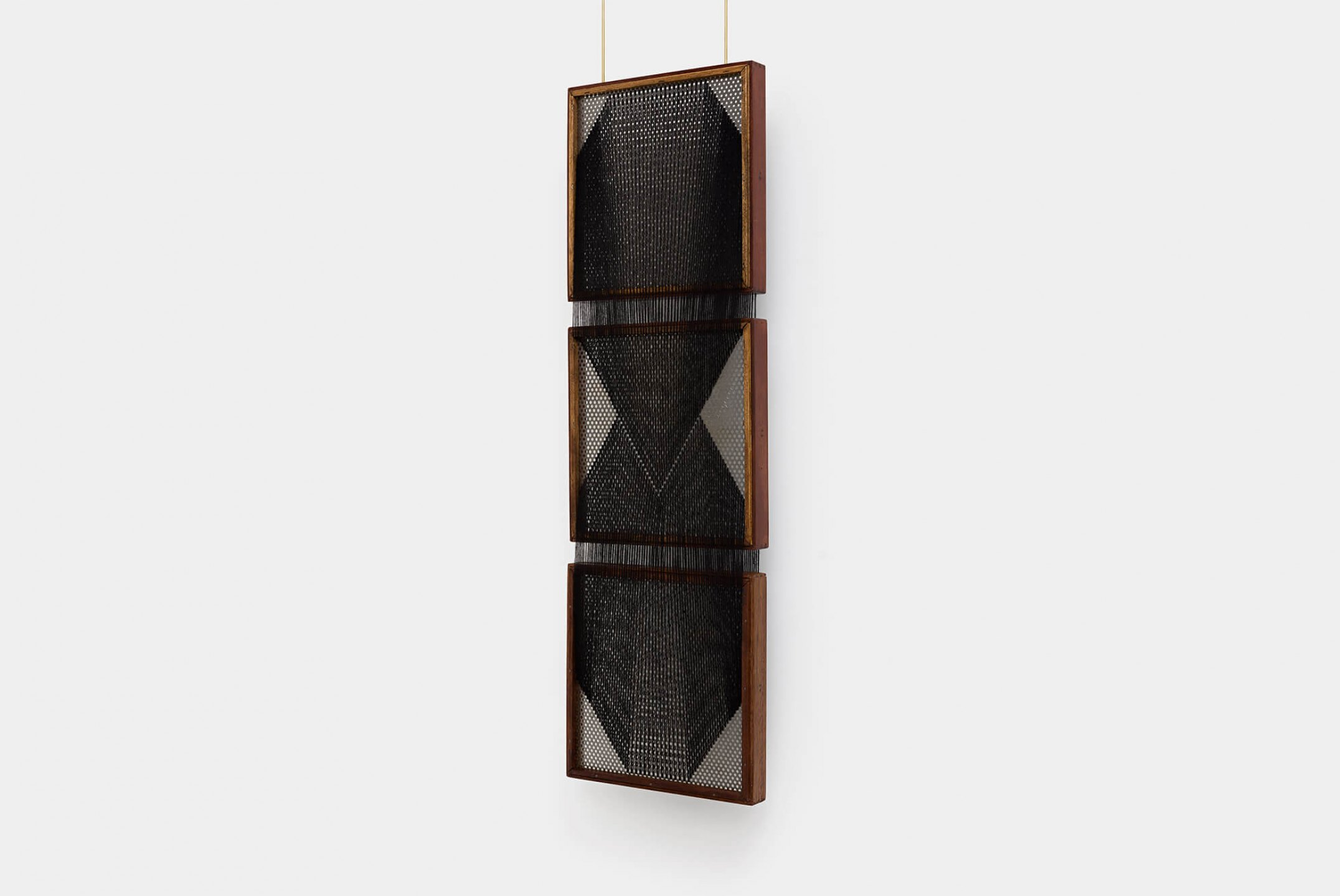 Paloma Bosquê, <em>On provisory interaction,</em> 2015, coffee sieve, wool and brass rods, 97 × 30 cm - Mendes Wood DM