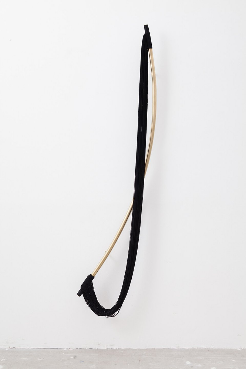 Paloma Bosquê, <em>Bow</em>, 2015, bronze, brass and wool, 165 × 40 cm - Mendes Wood DM
