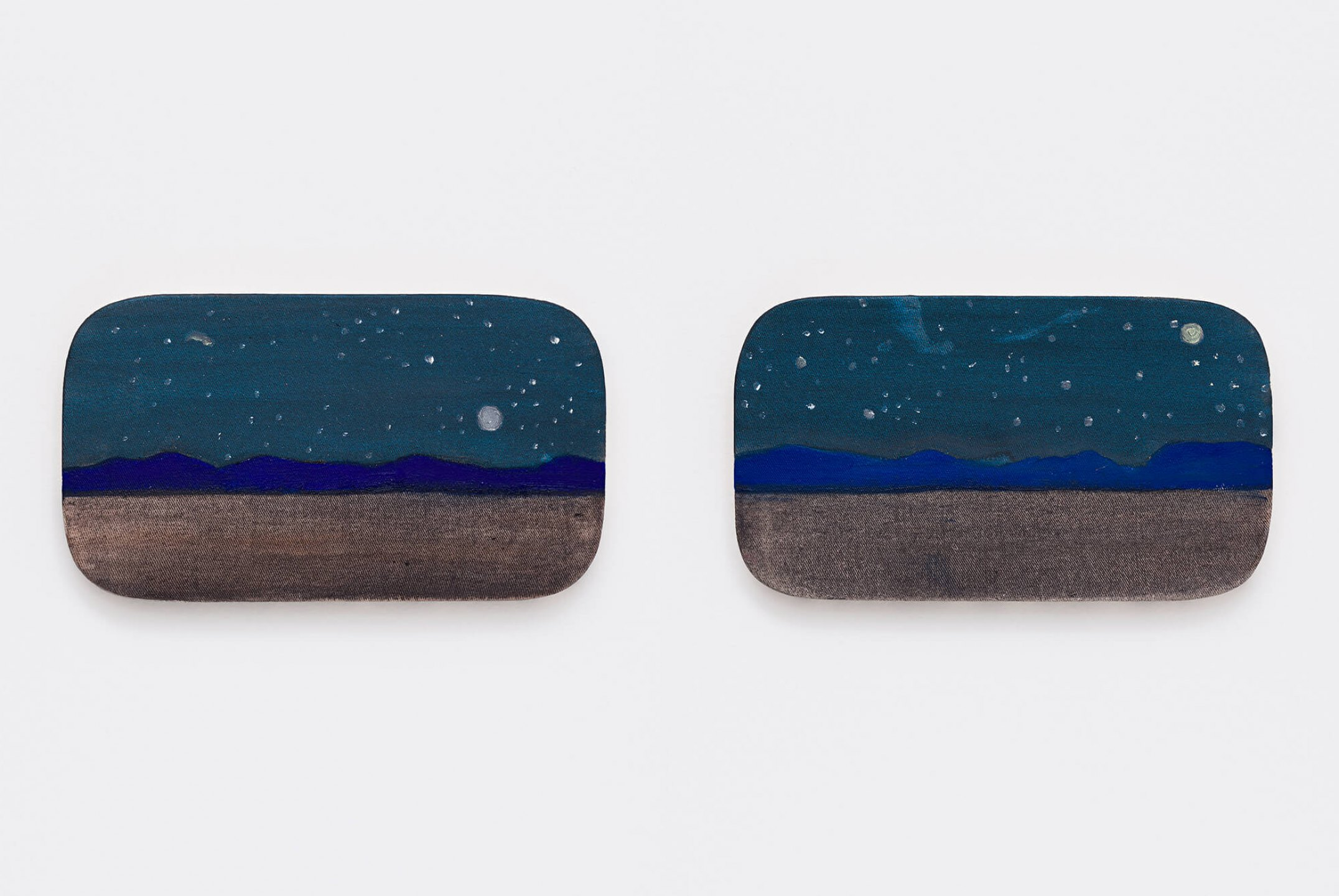 Marina Perez Simão,&nbsp;<em>Untitled,</em>&nbsp;2015, oil and iridescent pigment on canvas, 17 × 30 × 2 cm&nbsp; - Mendes Wood DM