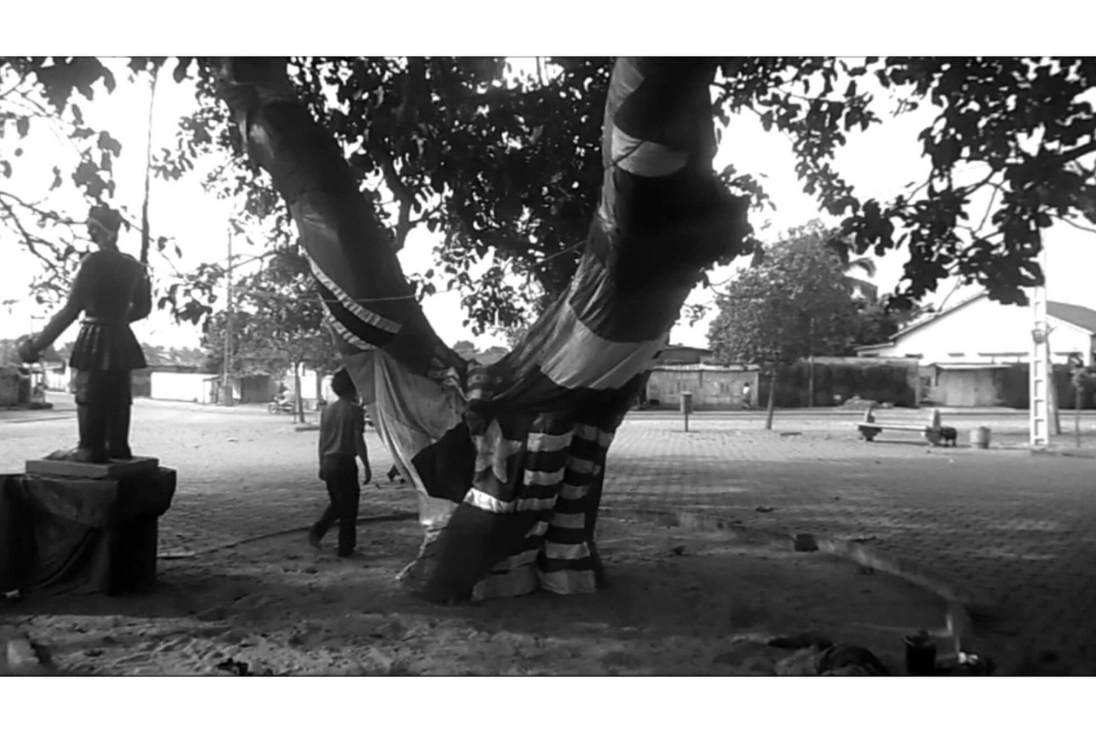 Paulo Nazareth, <em>L'Arbre D'Oublier (Árvore do Esquecimento)</em>, 2013, video, 27'31 - Mendes Wood DM