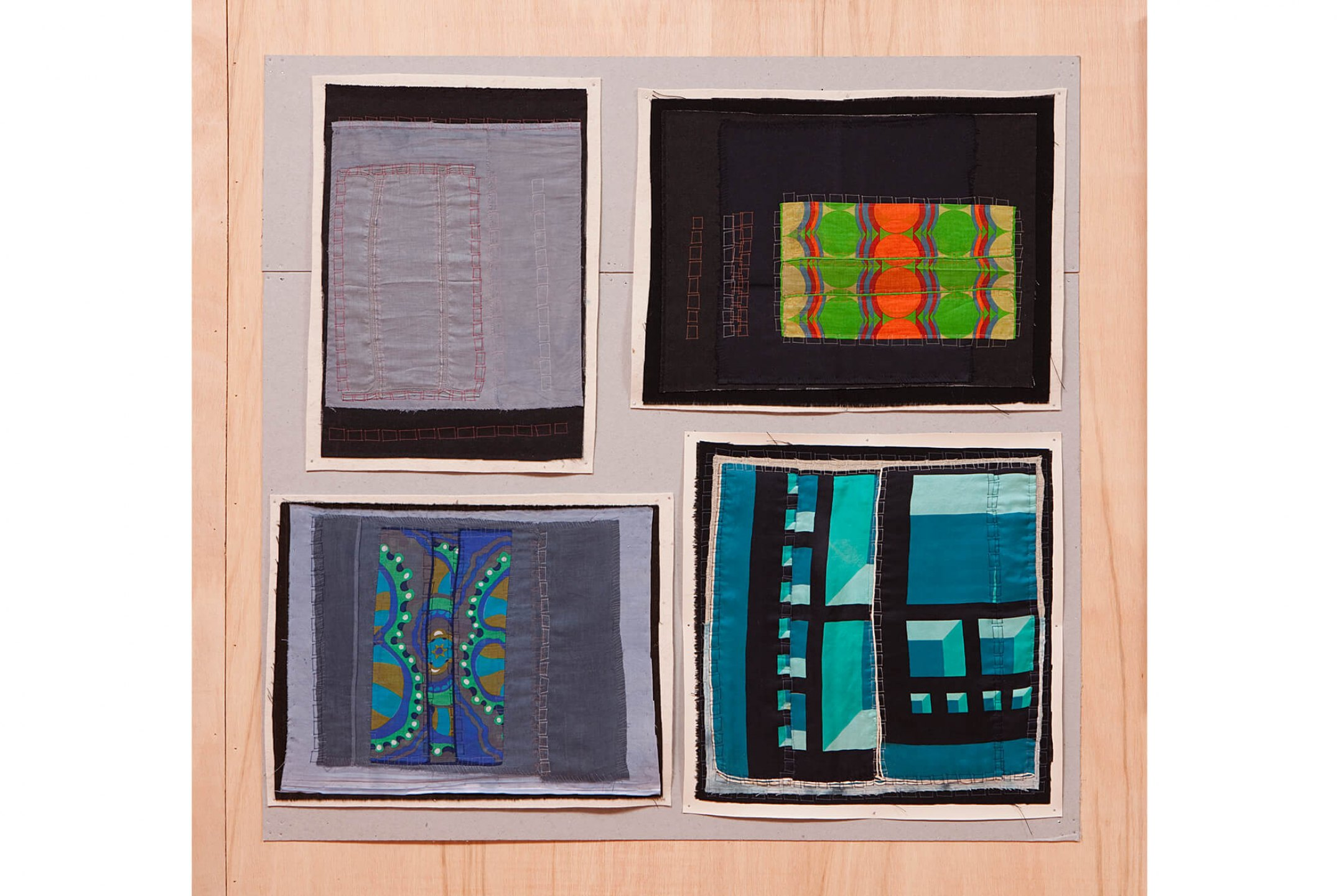 f.marquespeteado,&nbsp;<em>Malaise neo-concretista 06,</em> 2011, linens and cottons hand embroidered on industrial felt / PVC, 97 × 100 cm - Mendes Wood DM