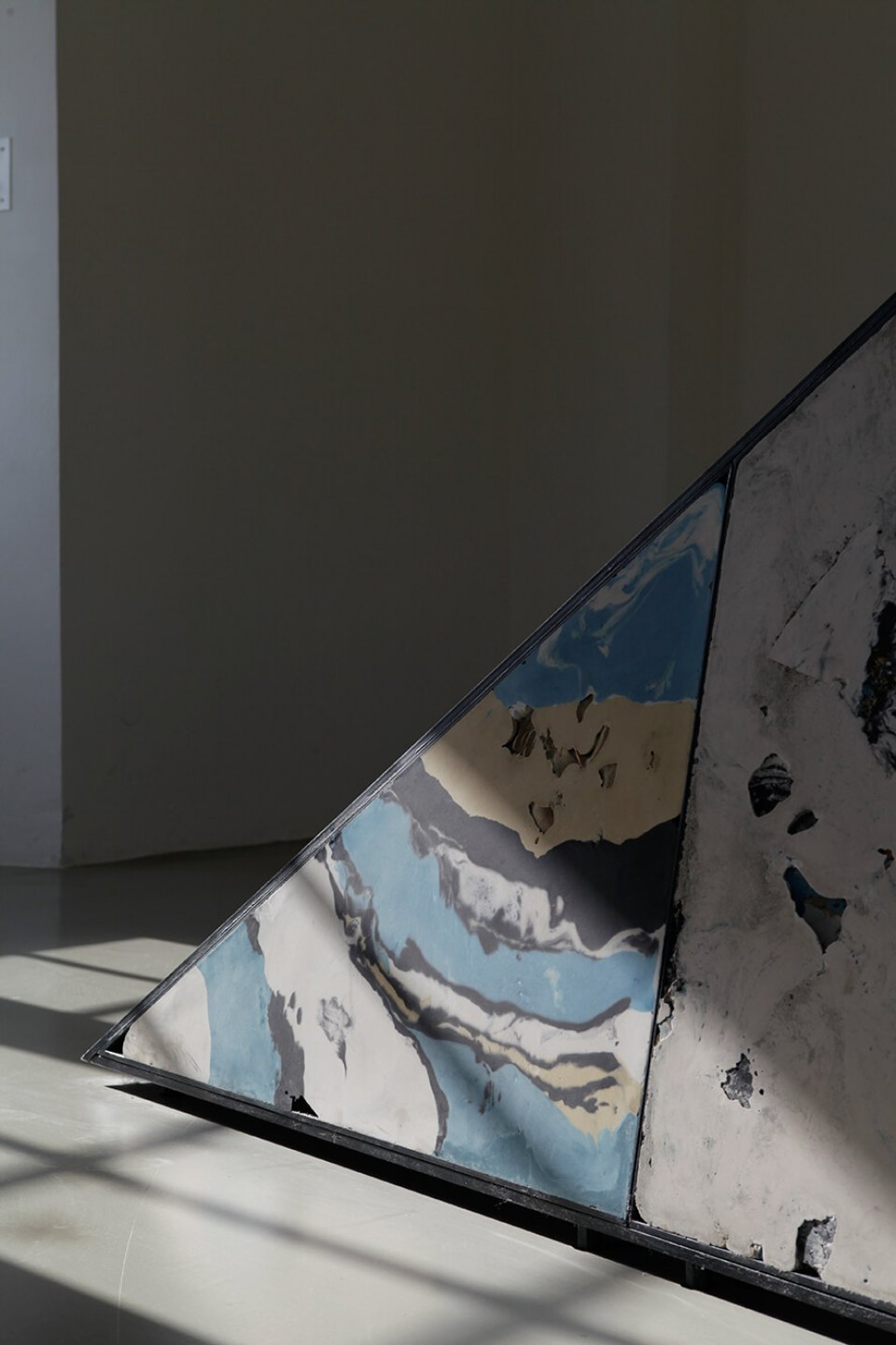 Mariana Castillo Deball,&nbsp;<em>Uncomfortable Objects</em>, 2012, dOCUMENTA (13), plaster, pigments, stones, shells, masks, fabric, glass, wood, clay, and diverse objects mounted on a steel frame, 600 × 400 × 300 cm - Mendes Wood DM
