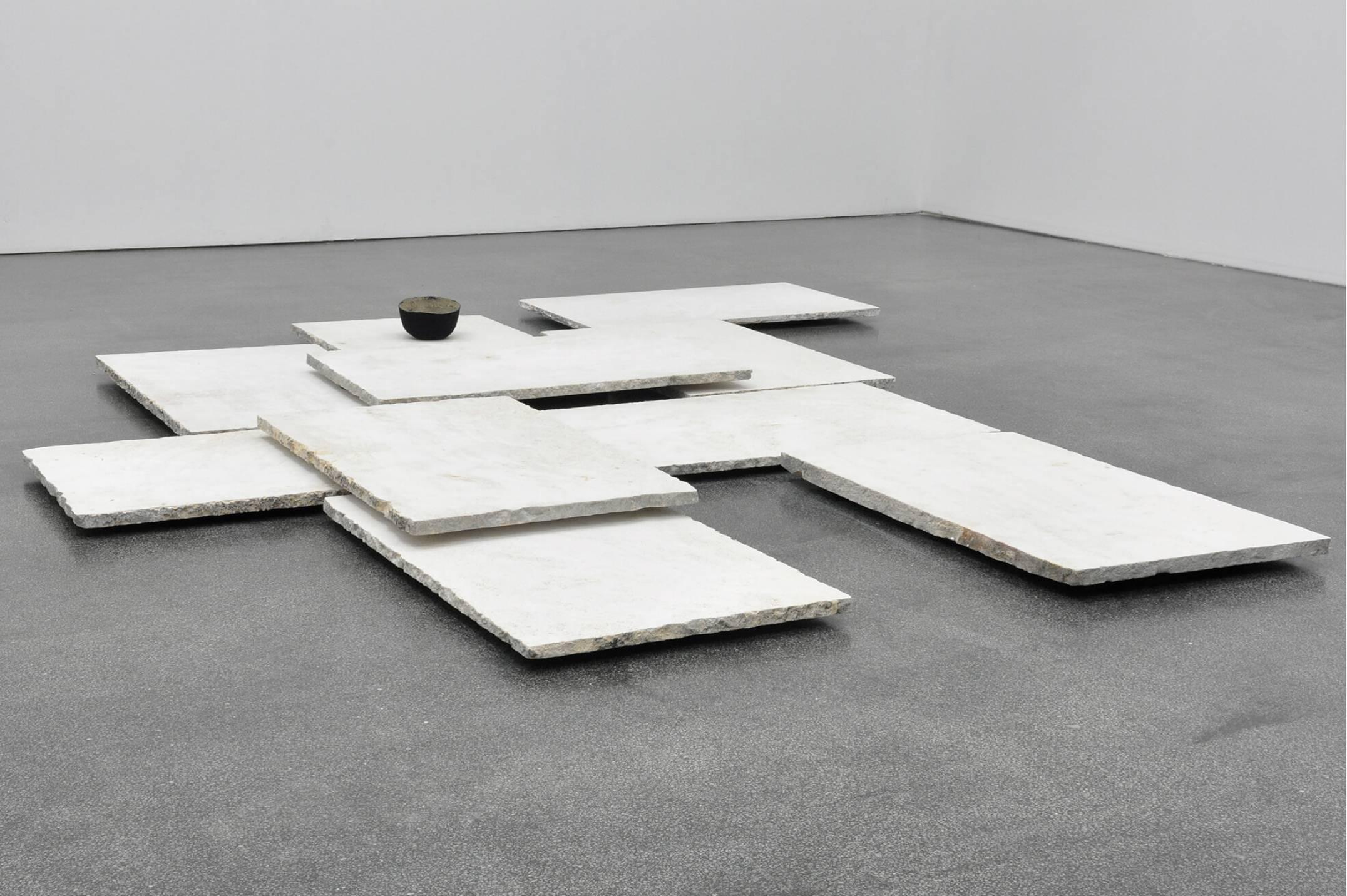 Katinka Bock,<em>Winterlandschaft mit Hut</em>, 2015, limestone, felt, sand stone,5 × 60 × 90 cm<br> - Mendes Wood DM