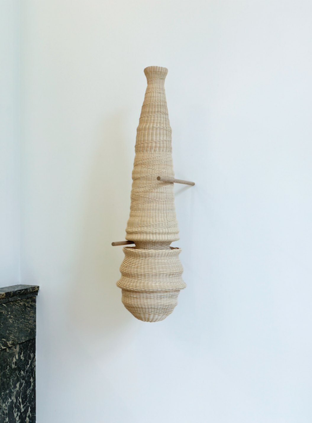 Dan Coopey,&nbsp;<em>untitled (Xia / Sinai), </em>2017<em>,&nbsp;</em>rattan, walnut, kernel, mother of pearl, chewing gum, oak,&nbsp;82 × 35 ×&nbsp;23 cm - Mendes Wood DM