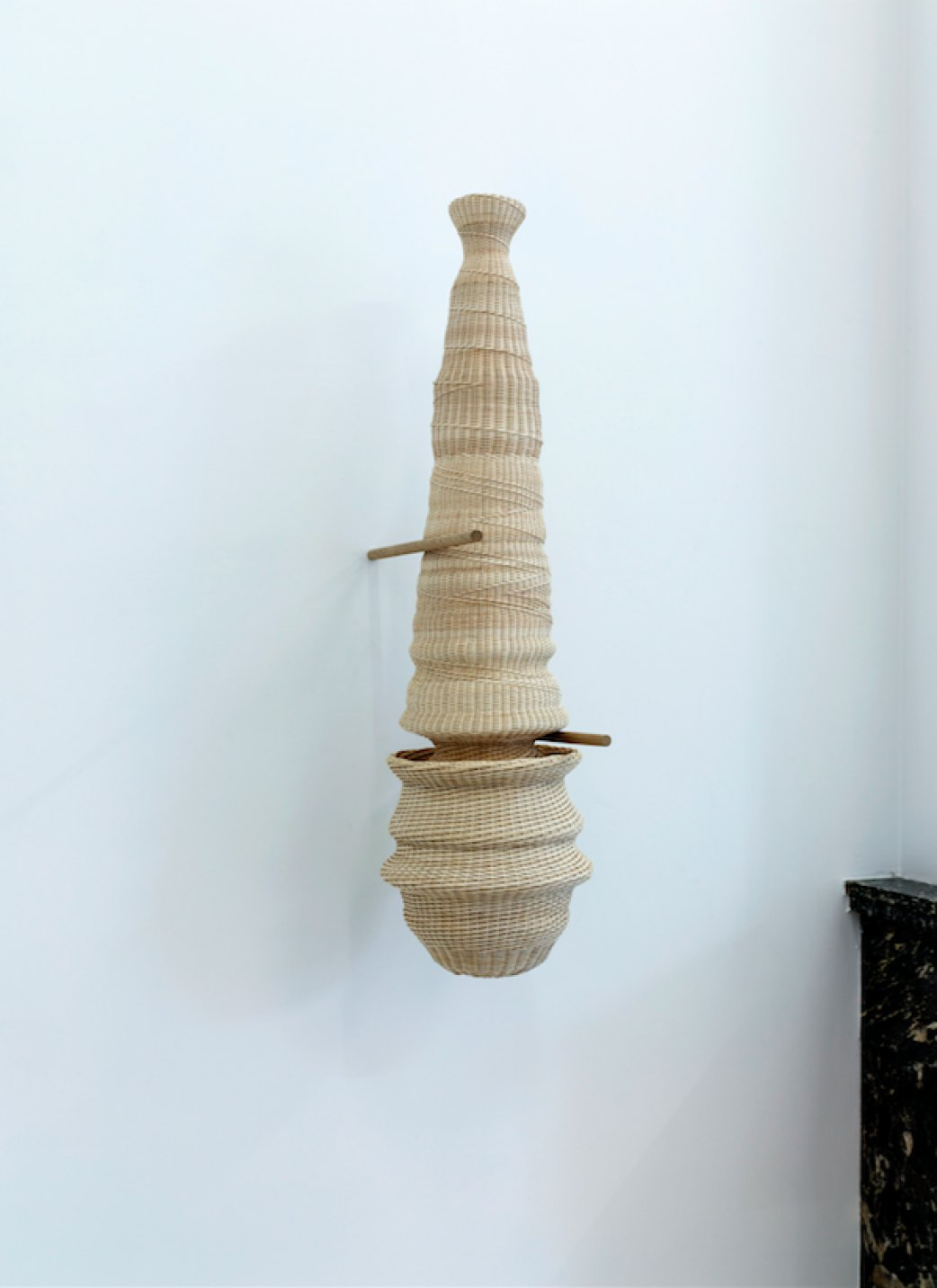 Dan Coopey,<em>&nbsp;untitled (Xia / Sinai),</em>&nbsp;2017,&nbsp;rattan, walnut, kernel, mother of pearl, chewing gum, oak,&nbsp;82 × 35 ×&nbsp;23 cm - Mendes Wood DM