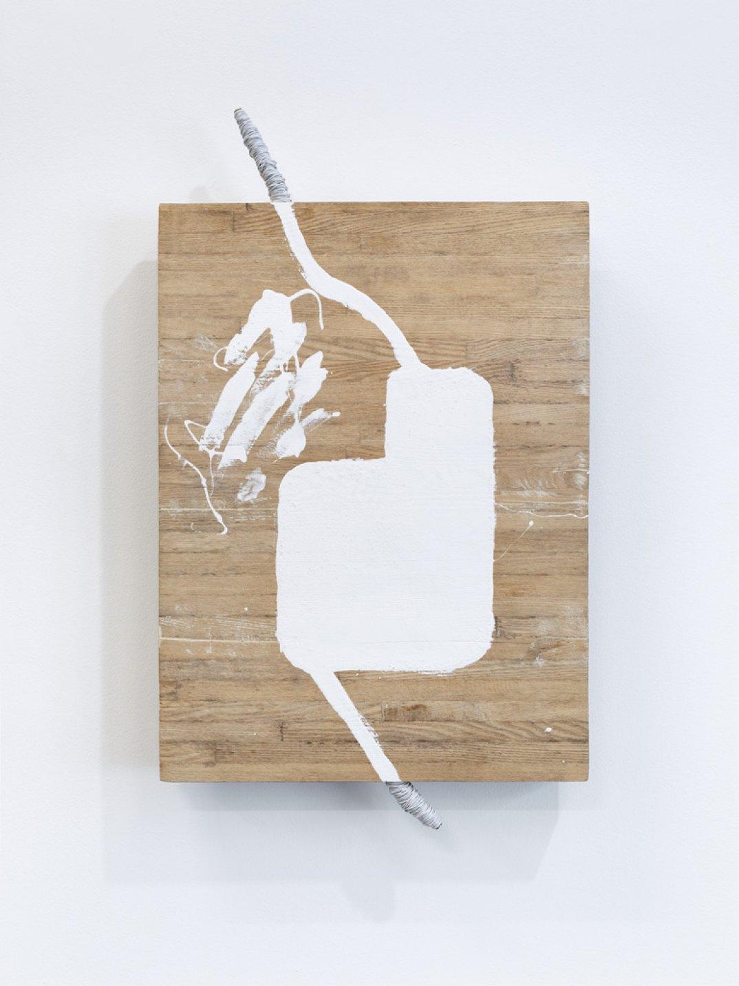 Kishio Suga,<em>Separation of Bound Spaces</em>, 1993, wood, wire, white paint, 74 × 43,5 × 7 cm - Mendes Wood DM