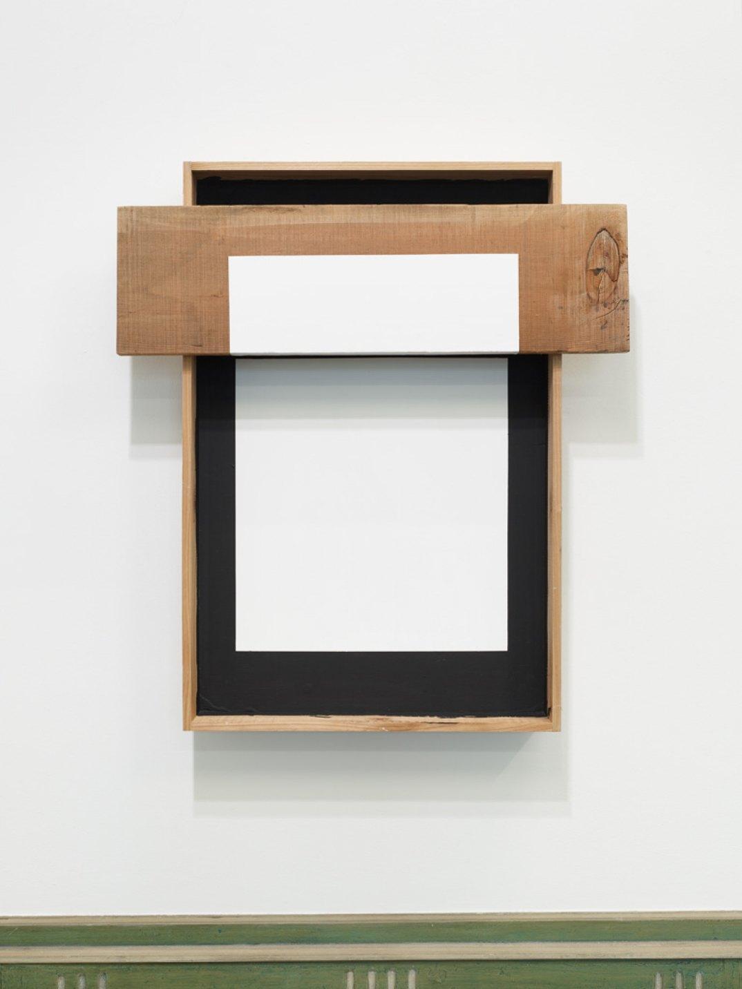 Kishio Suga, <em>Elapsing Spatialization</em>, 2017, wood, paint, 90 × 79,5 × 17 cm - Mendes Wood DM