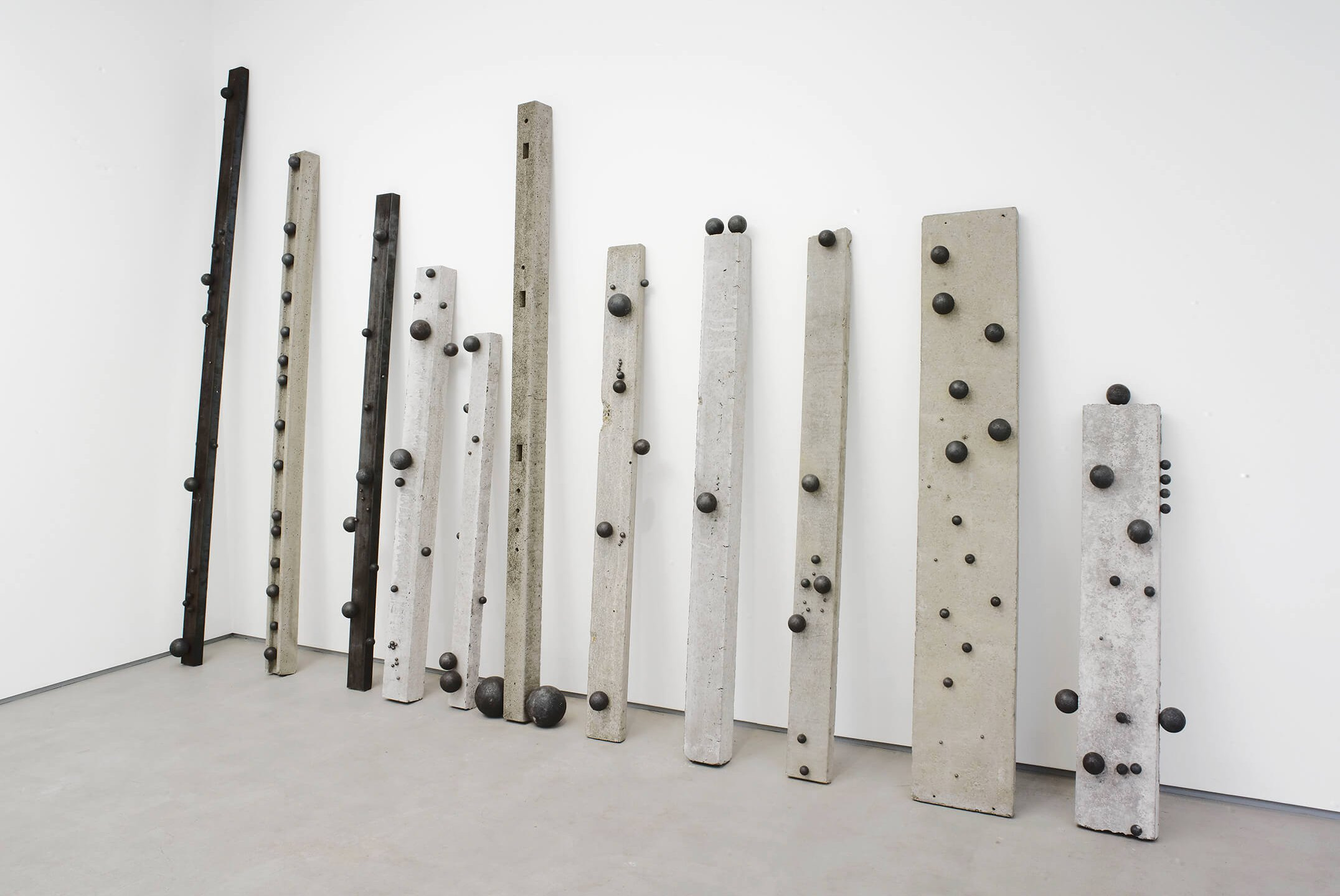 Adriano Costa,<em> International Herpes Society</em>, 2014, concrete, steel and metal, 295 × 428 × 51 cm - Mendes Wood DM