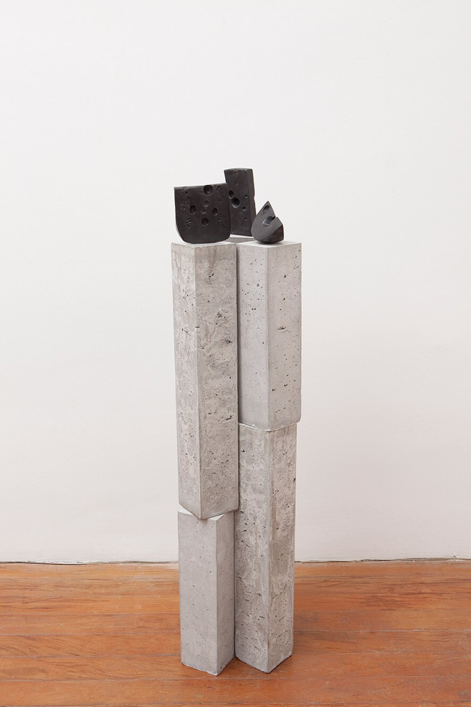 Adriano Costa, <em>Meetings With Remarkable Men</em>, 2013, bronze and ciment, 124 × 30 × 35 cm - Mendes Wood DM