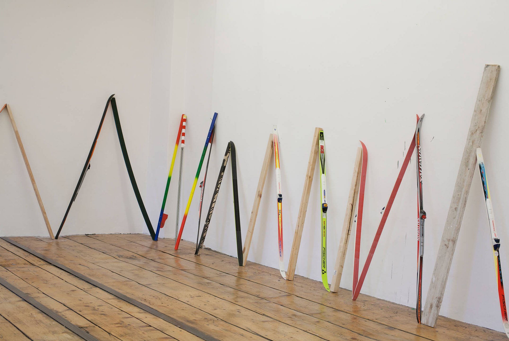 Adriano Costa, <em>Dead Sea / Wien</em>, 2013, ski and wood, variable dimensions - Mendes Wood DM
