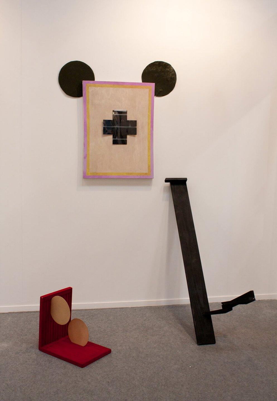 Deyson Gilbert, <em>fantasy (da série economy of the image)</em>, 2012, painting, velvet, wood, paper and x-ray, 200 × 120 × 120 cm - Mendes Wood DM