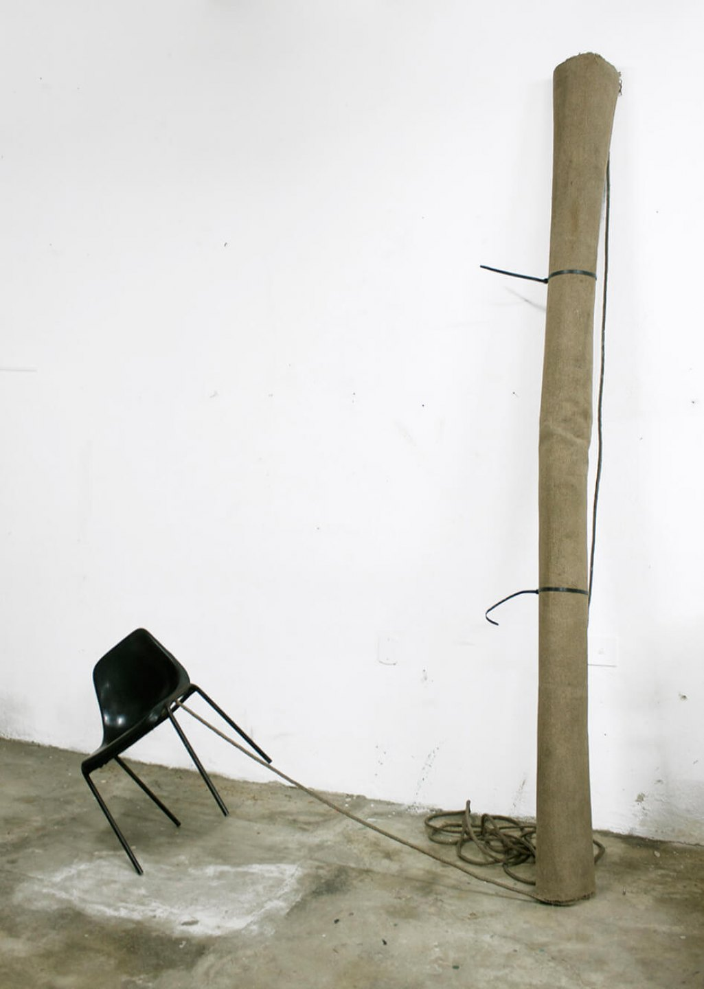 Deyson Gilbert, <em>the bull and the bear (occupation)</em>, 2012, chair, carpet and rope, variable dimensions - Mendes Wood DM
