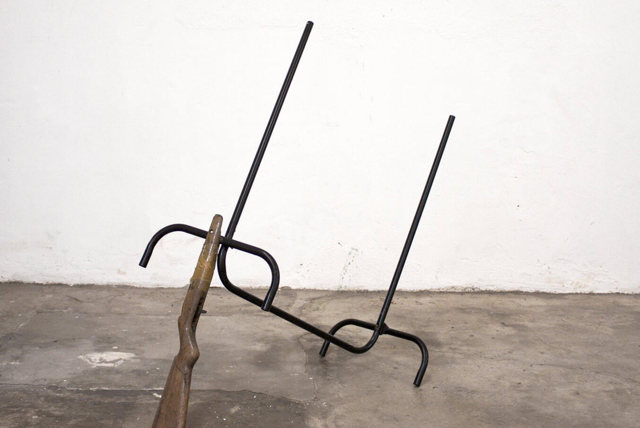 Deyson Gilbert, <em>1.1.2.2.3.3.4.4.5.5.6.6.7.7. (o eco de Samiel)</em>,2011,steel frame and wooden shotgun handle,95 × 120 cm - Mendes Wood DM