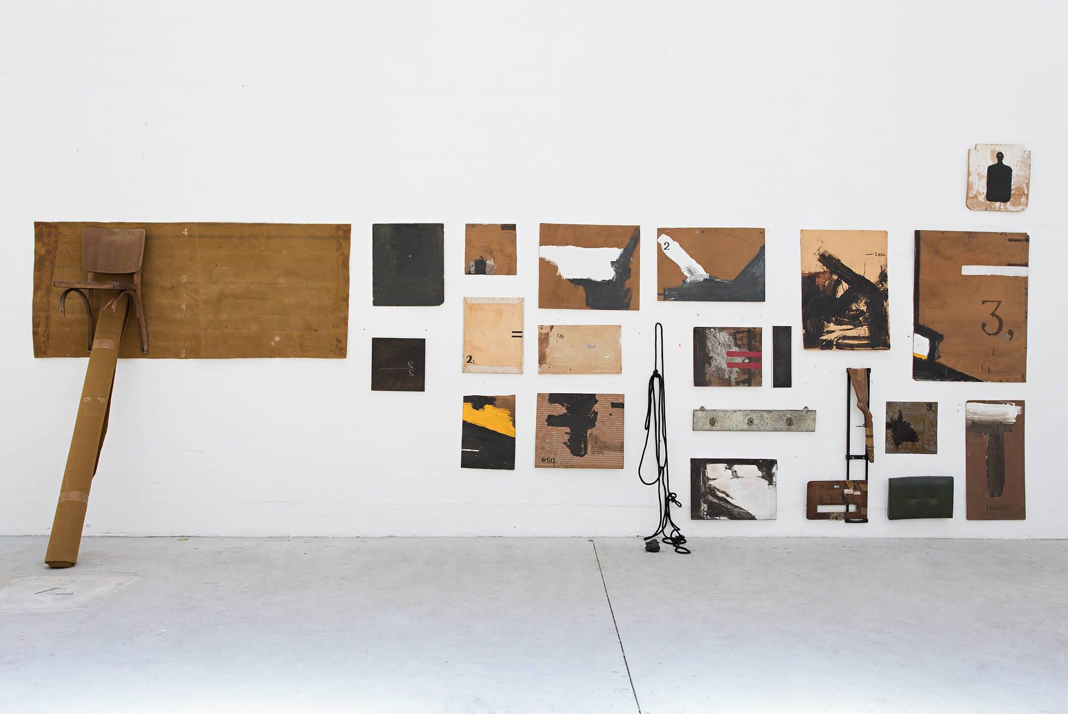 Deyson Gilbert,<em>DCVXVI</em>, 2003/2007, acylic, pitch, latex, varnish, wood, metal, obsidian, carpets, strings, linoleum, 260 × 650 × 82 cm - Mendes Wood DM