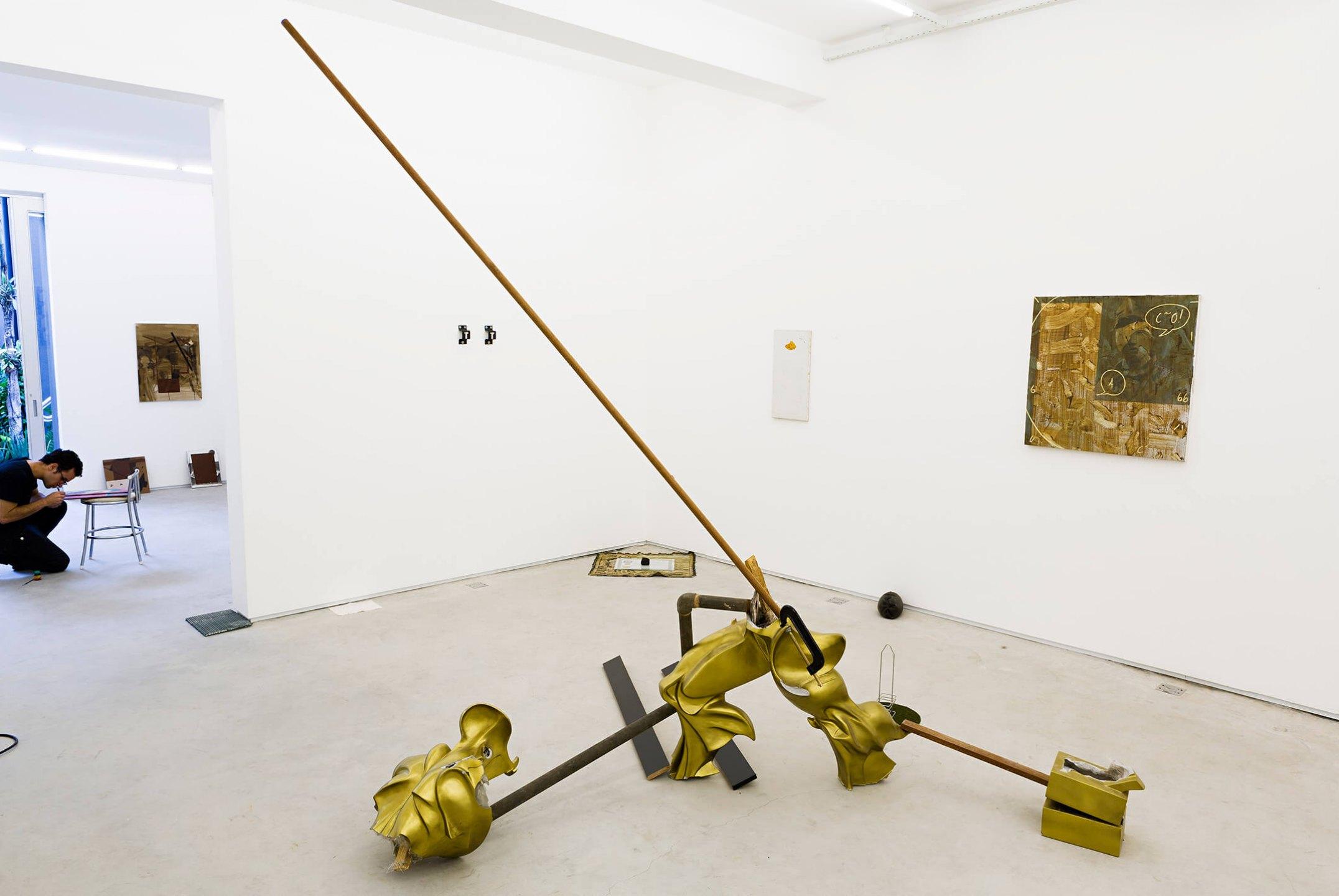 Deyson Gilbert,<em>estudo para monumento à Vermiglia</em>, 2014, fiberglass, wood, metal and bodice, 275 × 255 × 163 cm - Mendes Wood DM