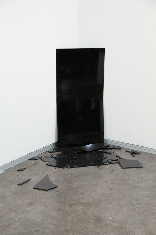 Deyson Gilbert,&nbsp;<em>obelisco</em>, 2012, porcelanato, variable dimensions - Mendes Wood DM