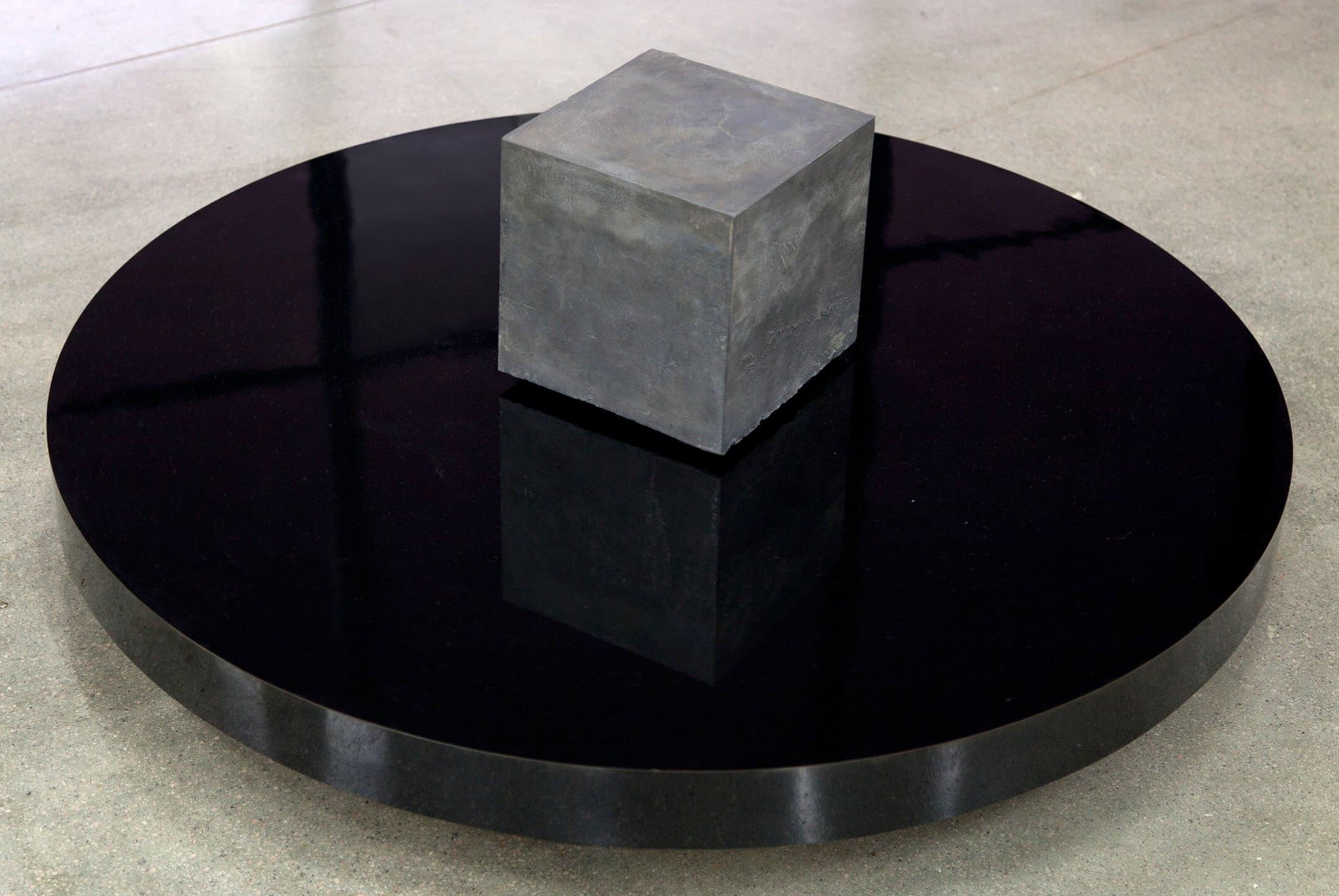 Deyson Gilbert,<em>110 kg</em>, 2013, lead, wood and eletric motor, 42 × 100 ø cm - Mendes Wood DM