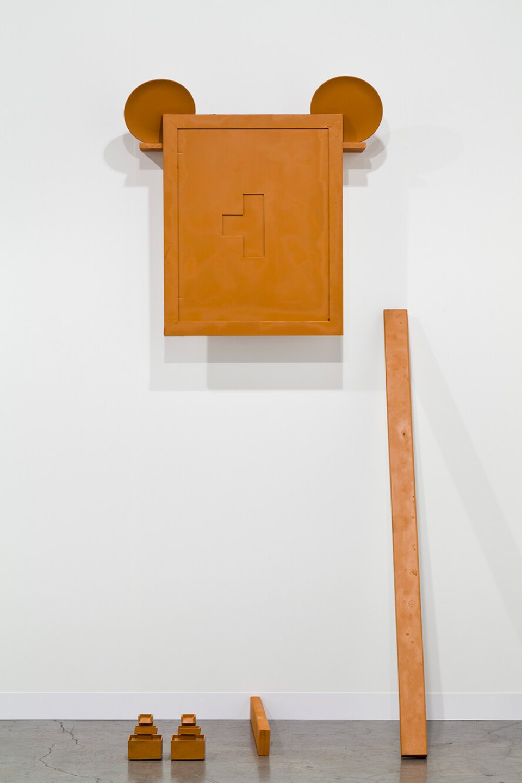 Deyson Gilbert,<em>Fantasy II,</em> 2013, wood, ceramic, paper, metal, water and chinese eletric fonts, 190 × 80 × 50 cm - Mendes Wood DM