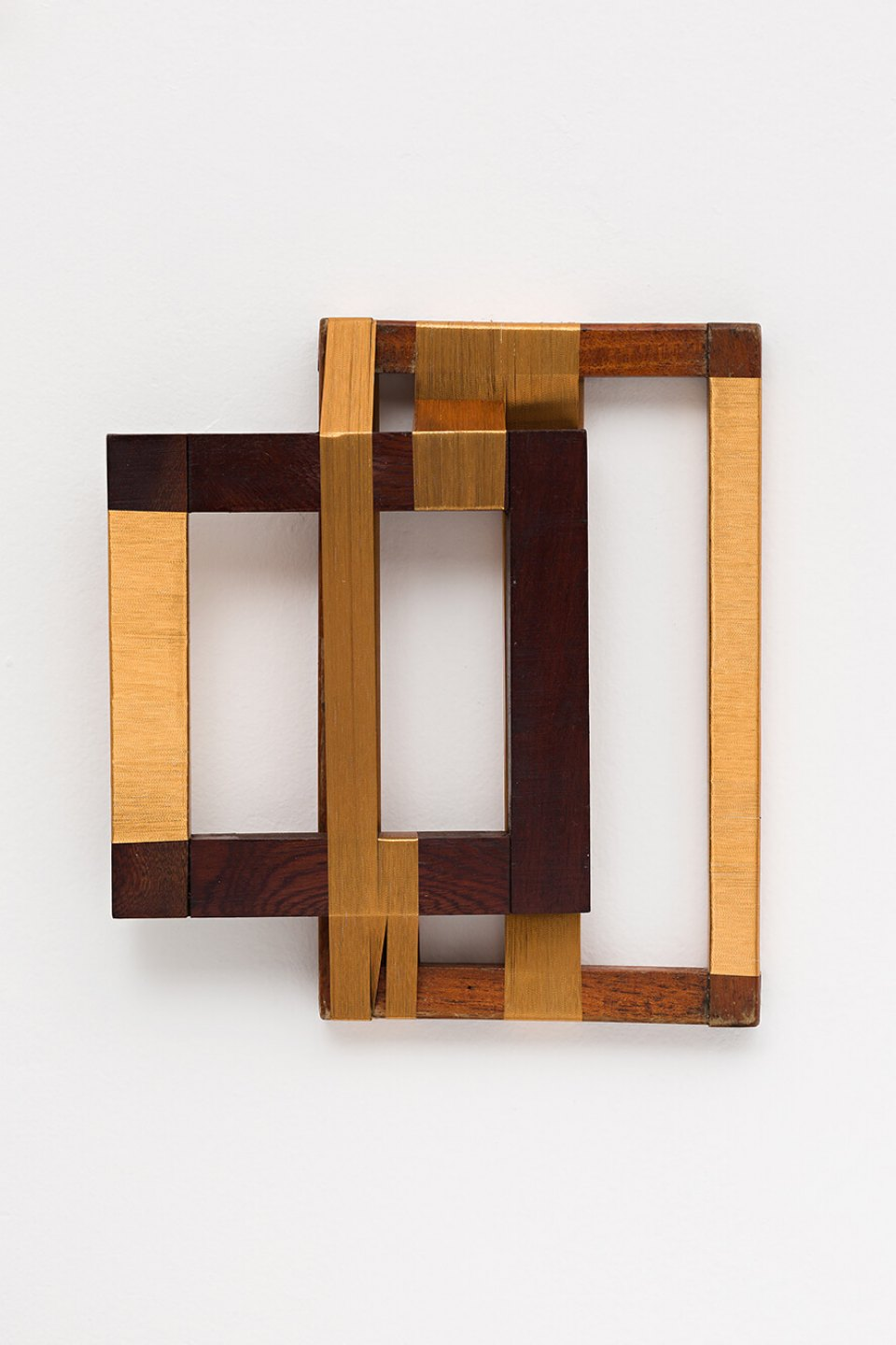 Paloma Bosquê, <em>Rhythm for 2</em>, 2013, lurex threads on wood frame,  26,5 × 24 × 5 cm - Mendes Wood DM