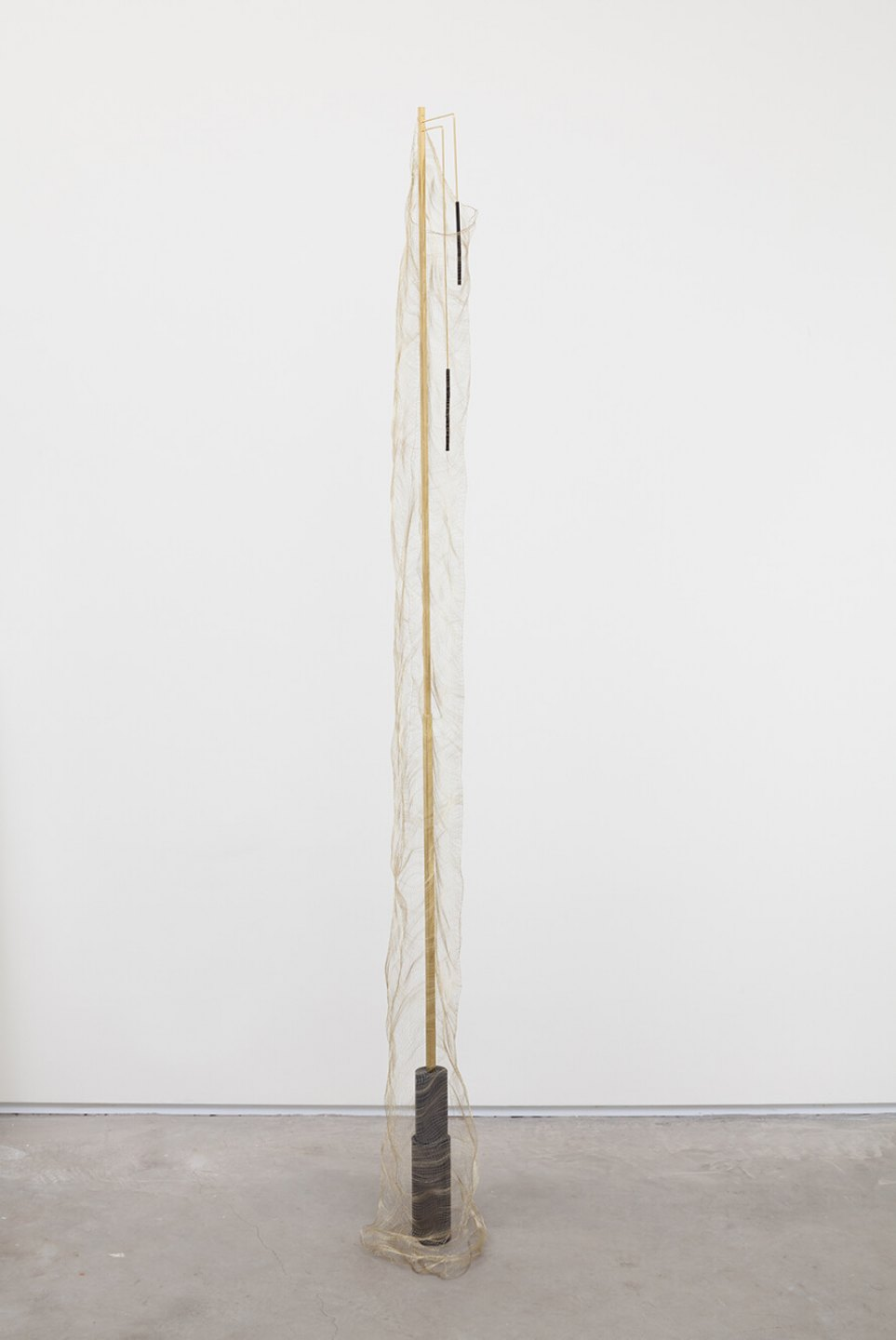 Paloma Bosquê,<em> Fountain #2</em>, 2016, lead sheet, brass rods, charcoal and lurex loom, 198 × 15 × 15 cm - Mendes Wood DM