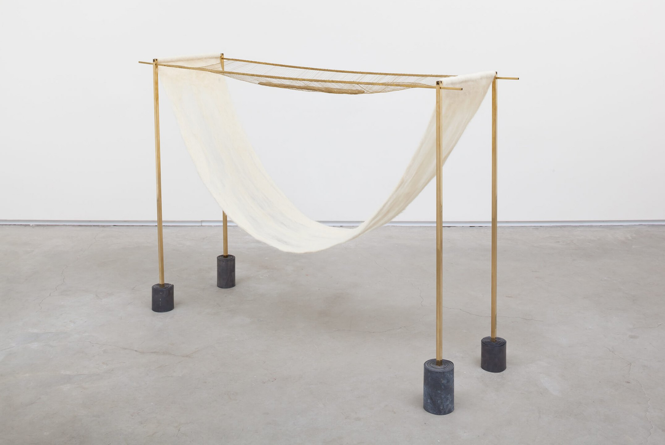 Paloma Bosquê,<em> Jirau</em>, 2016, lead sheet, rods and fabric of brass, wool felted by hand and cast bronze, 90 × 132 × 31,5 cm - Mendes Wood DM