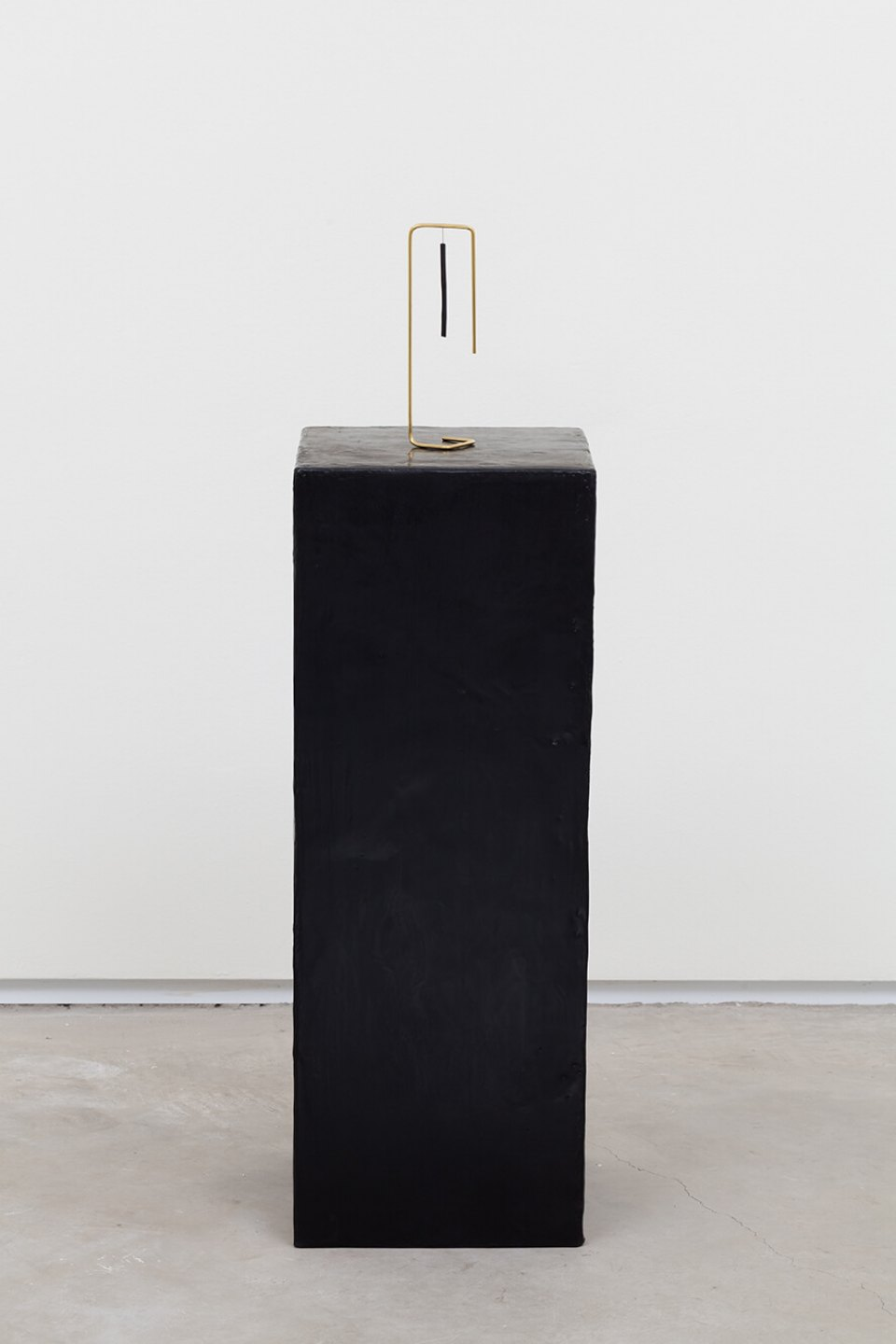 Paloma Bosquê,<em> Scorpion</em>, 2016, dyed bee wax shaped in block form, brass rods and charcoal, 63 × 23 × 23 cm | 17,5 × 5,5 × 5,5 cm - Mendes Wood DM
