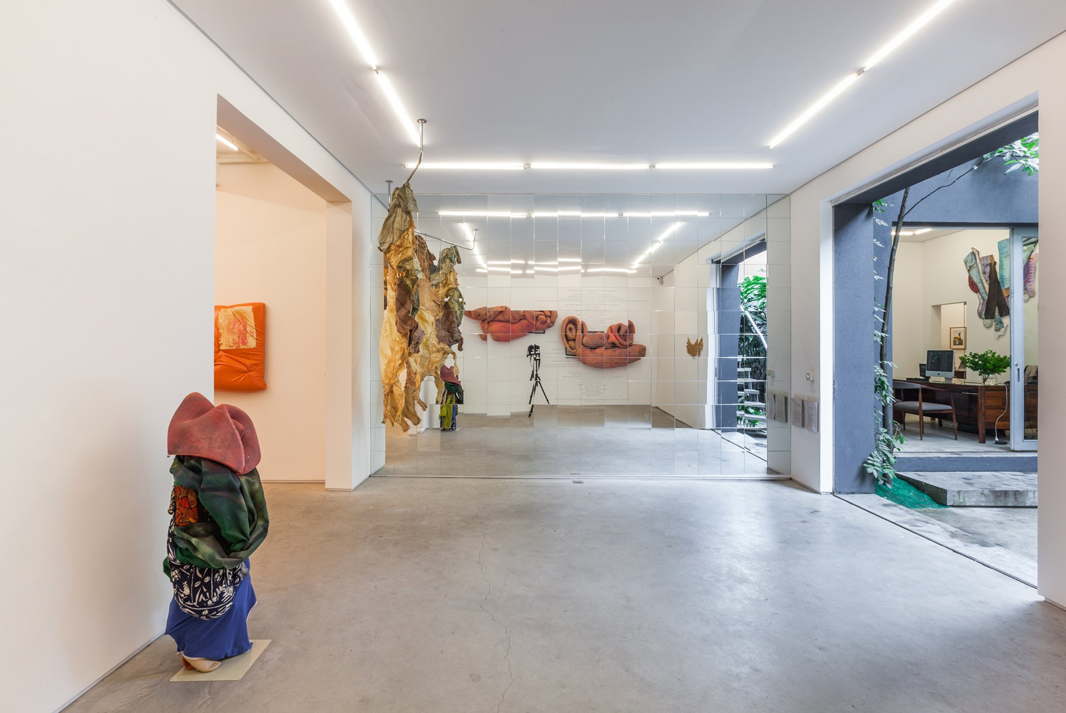Cibelle Cavalli Bastos, <em>A Thousand Ways to Kill a Monster,</em> Mendes Wood DM, São Paulo, 2016 - Mendes Wood DM