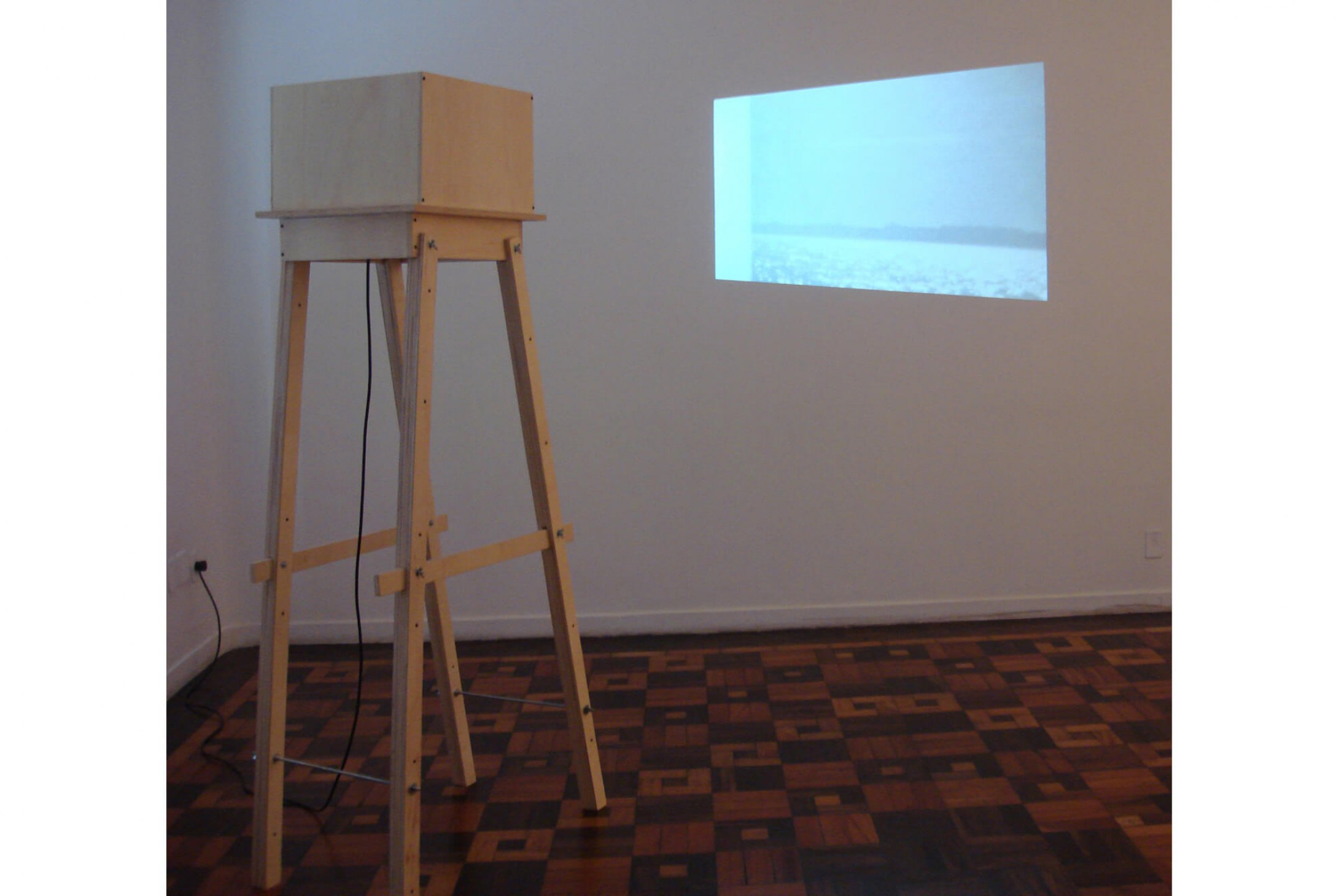 Leticia Ramos, <em>Mar</em>, 2008, vídeo 35 mm / installation object at Fundação Ecarta, Porto Alegre - Mendes Wood DM