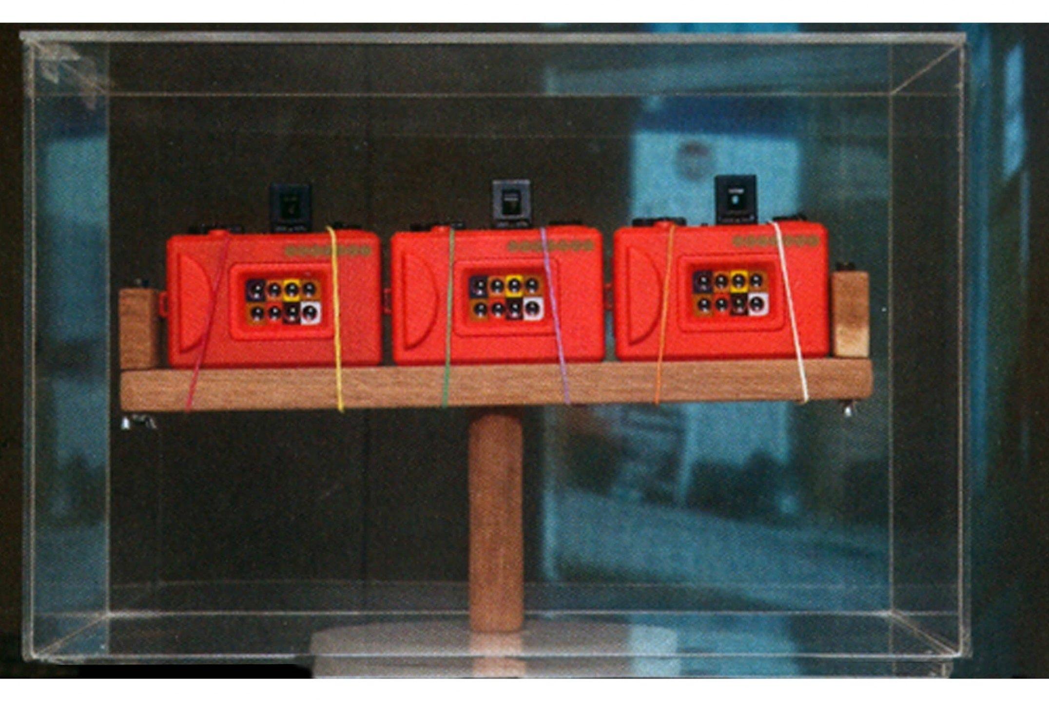 Leticia Ramos, <em>Câmera Cronópios</em>, 2008, object, 70 × 50 × 20 cm - Mendes Wood DM