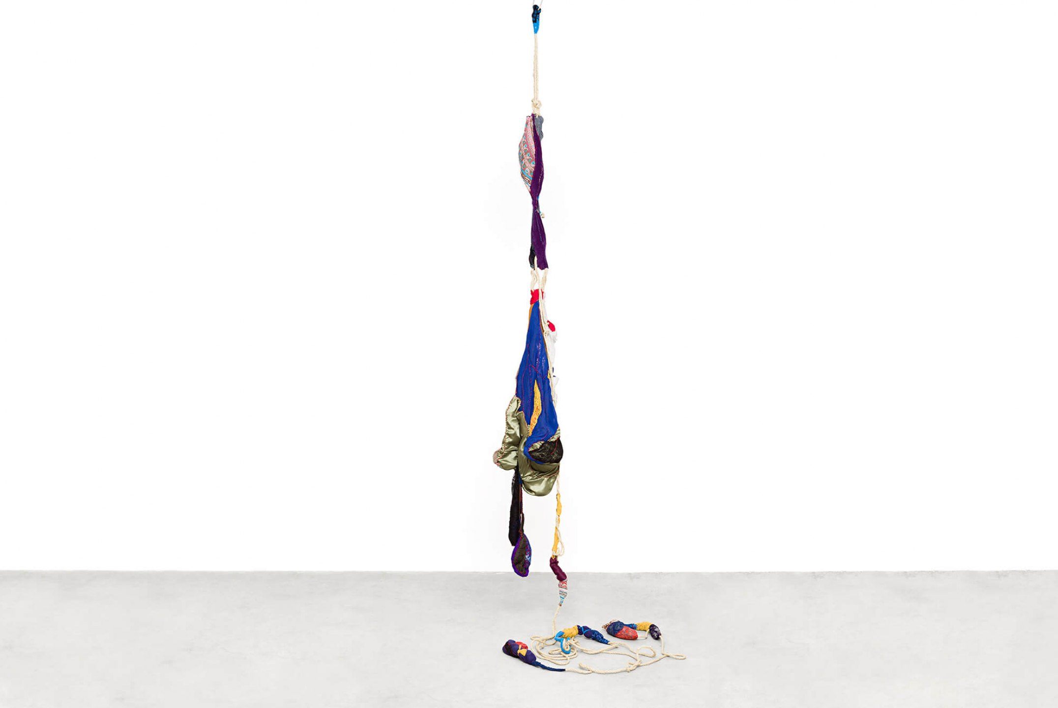 Sonia Gomes,<em>Pendente 1</em>, 2016, stitching, bindings, different fabrics and laces on wire and rope, 600×80 cm - Mendes Wood DM