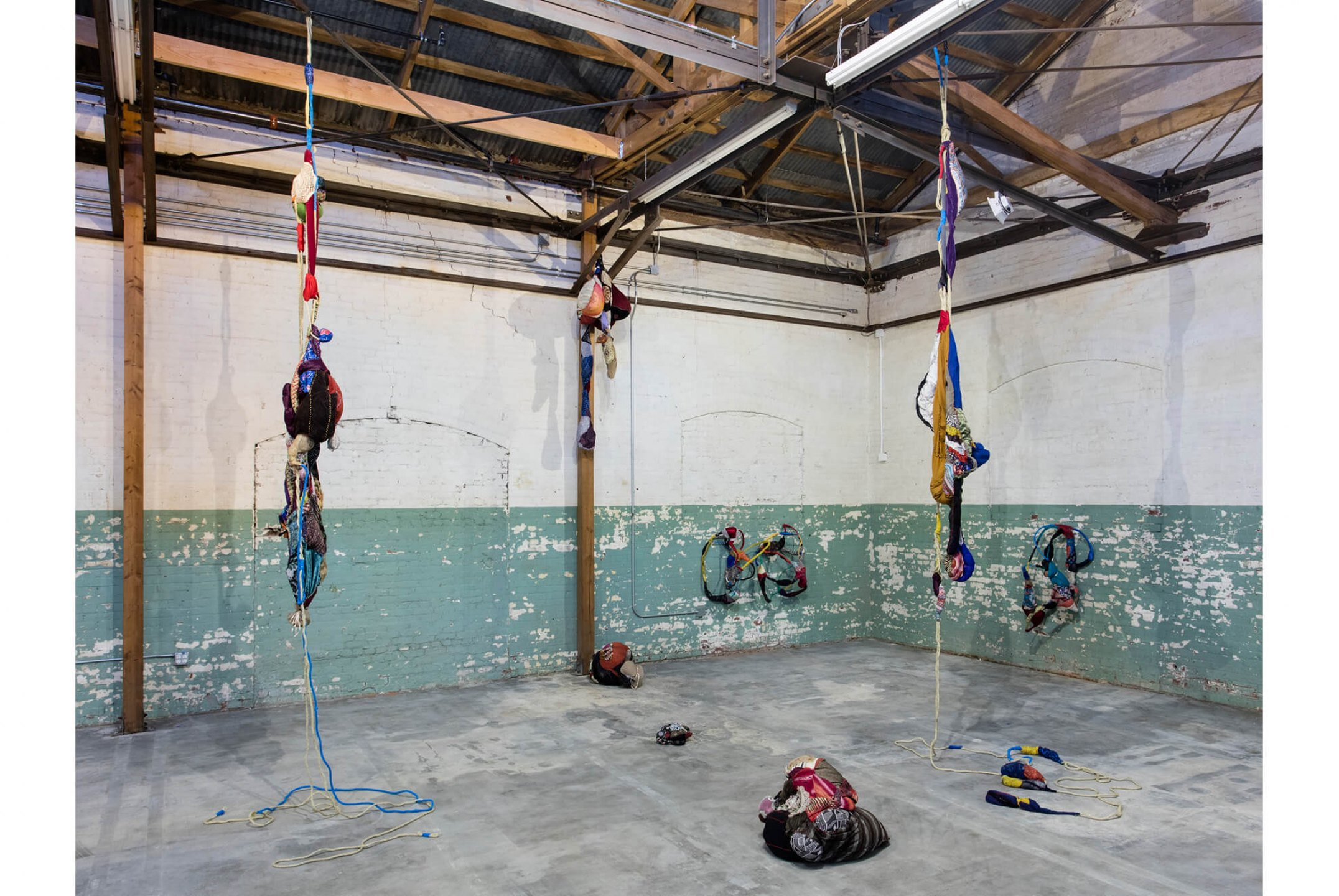 Sonia Gomes, <em>Revolution in the Making: Abstract  Sculture by Women 1947-2016</em>, Hauser Wirth & Schimmel, Los Angeles, 2016 - Mendes Wood DM