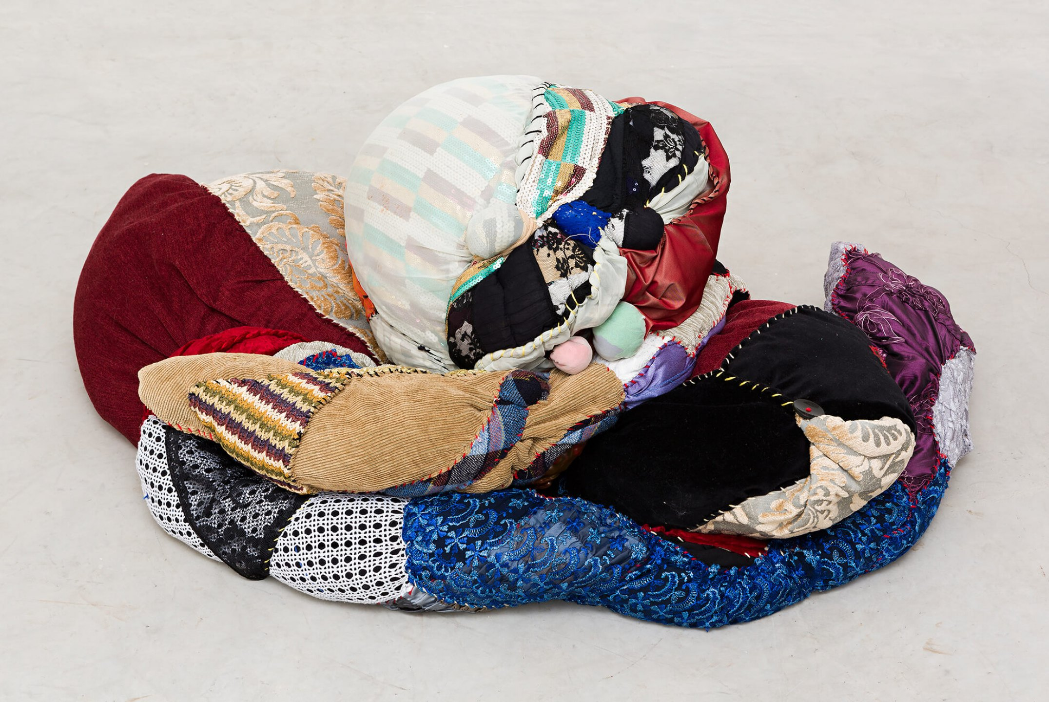 Sonia Gomes, <em>untitled</em>, 2015, different fabrics on wire support, 50 × 120 × 70 cm - Mendes Wood DM