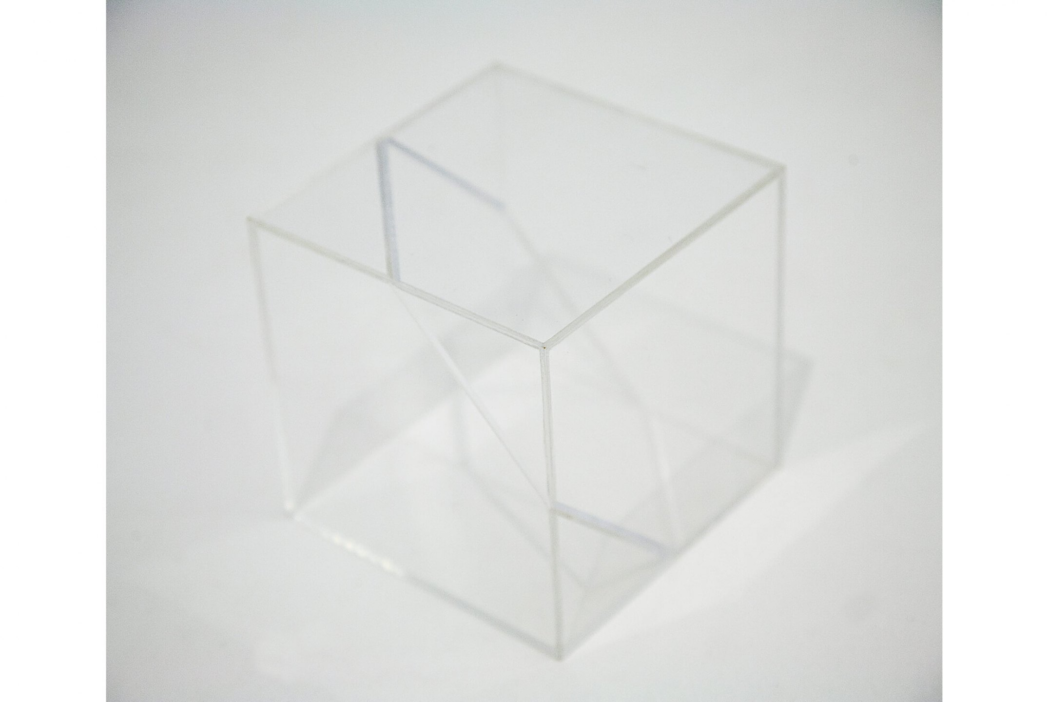Roberto Winter, <em>Volume cúbico hexagonal</em>, 2013, acrylic box, 10 × 10 × 10 cm - Mendes Wood DM