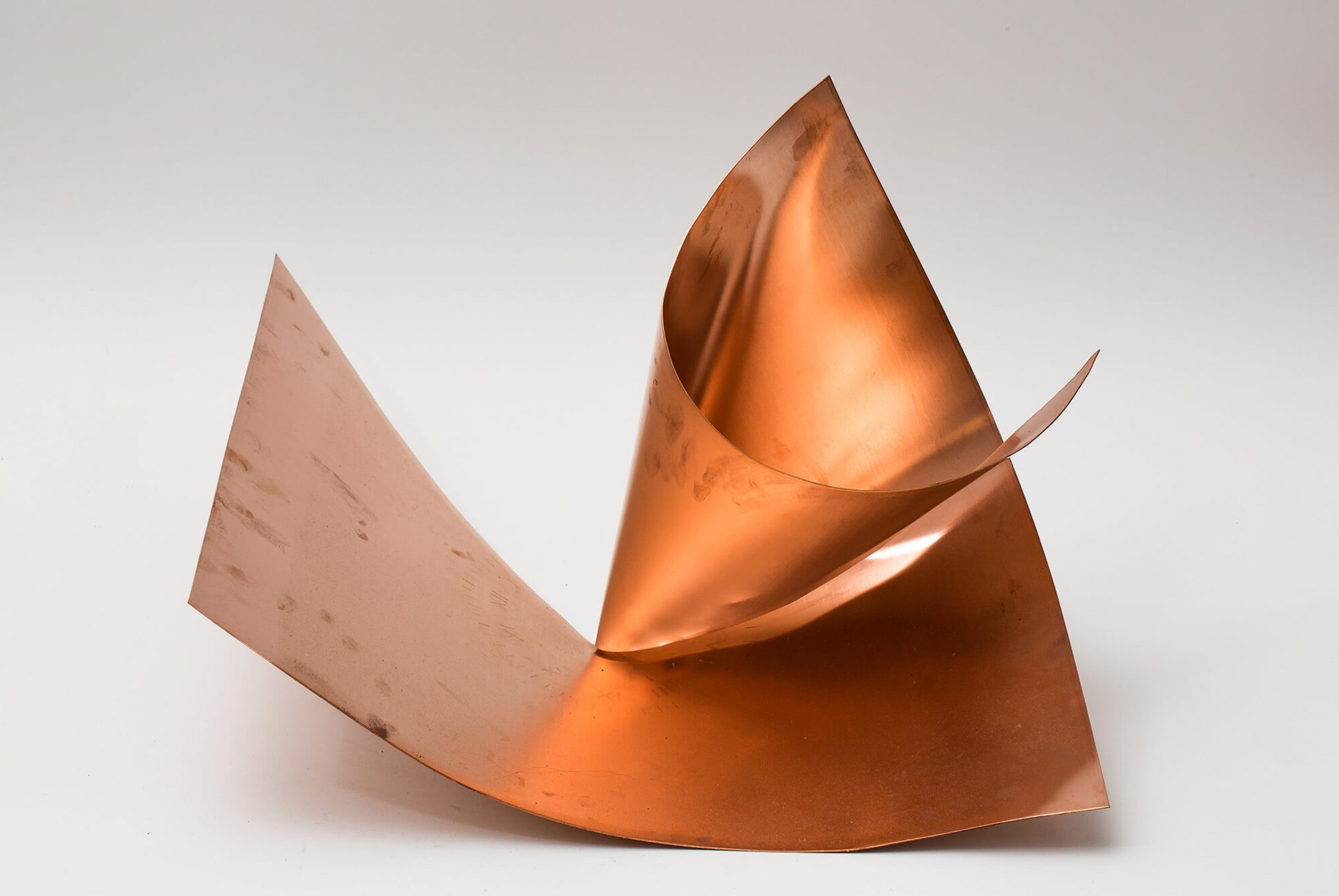 Roberto Winter,&nbsp;<em>Instabilidade Perfeita (Mountain Daylight Time - Arabic Standard Time),</em> 2012, copper plate etched, cut and folded (with manipulation marks), 40 × 60 × 55 cm - Mendes Wood DM