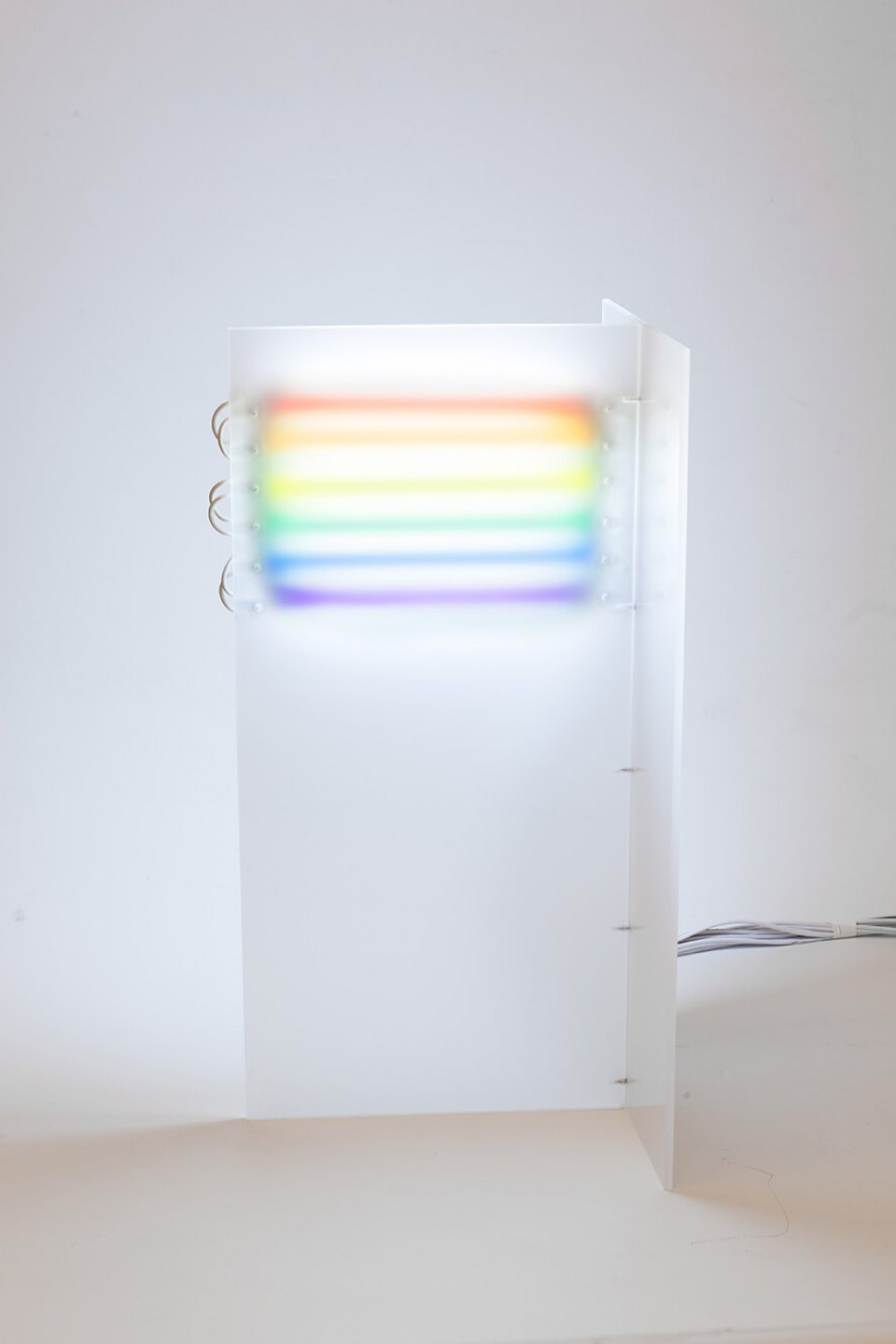 Roberto Winter, <em>Paulista</em>, 2014, modified fluorescent lamps, acrylic and electric installation, 50 × 23 × 23 cm - Mendes Wood DM