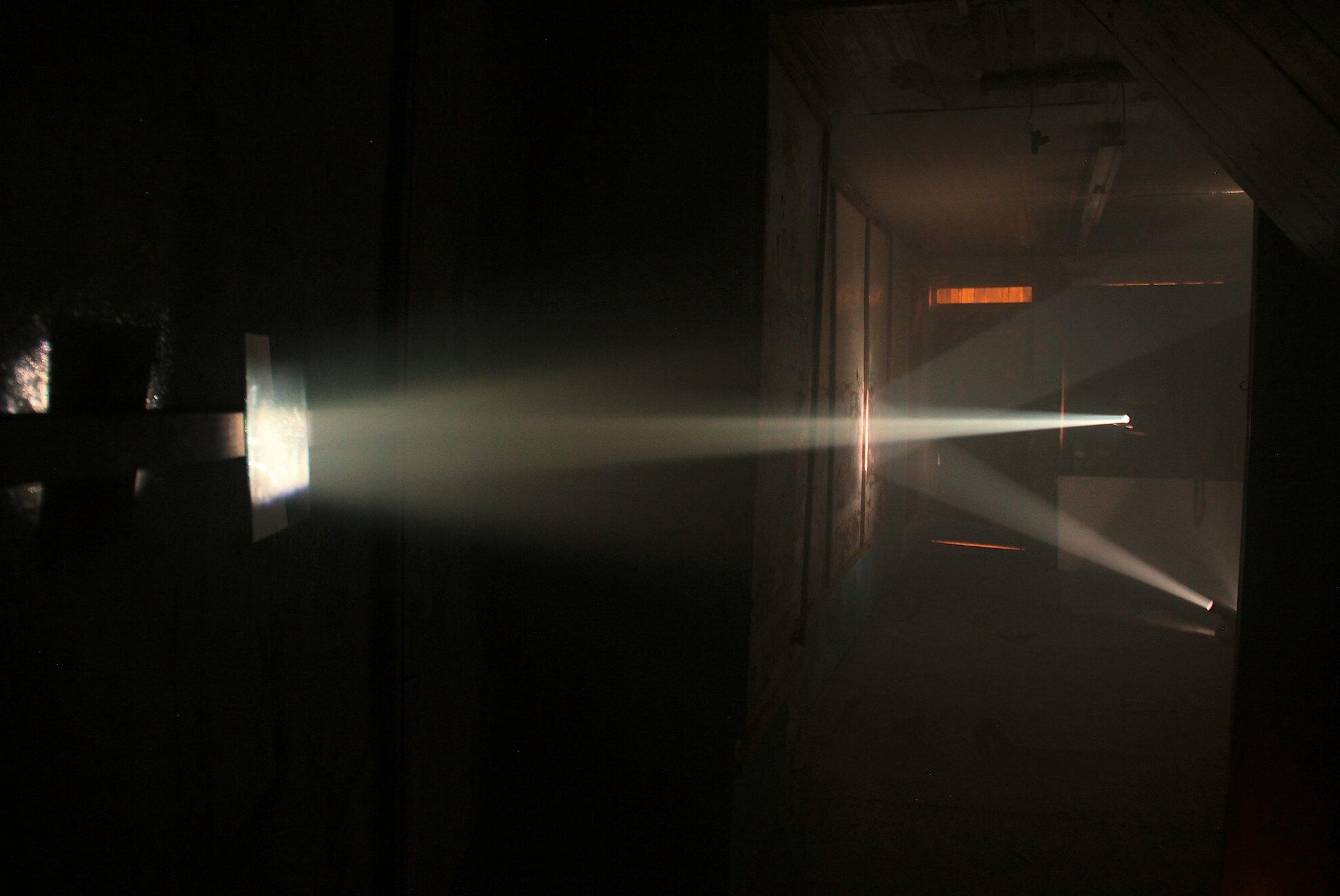 Daniel Steegmann Mangrané,<em>Bicho de nariz delicado</em>,2013, installation view atUma Certa Falta de Coherência,two slides projectors, uniques slides, mirrors, smoke, gilded, canvas - Mendes Wood DM