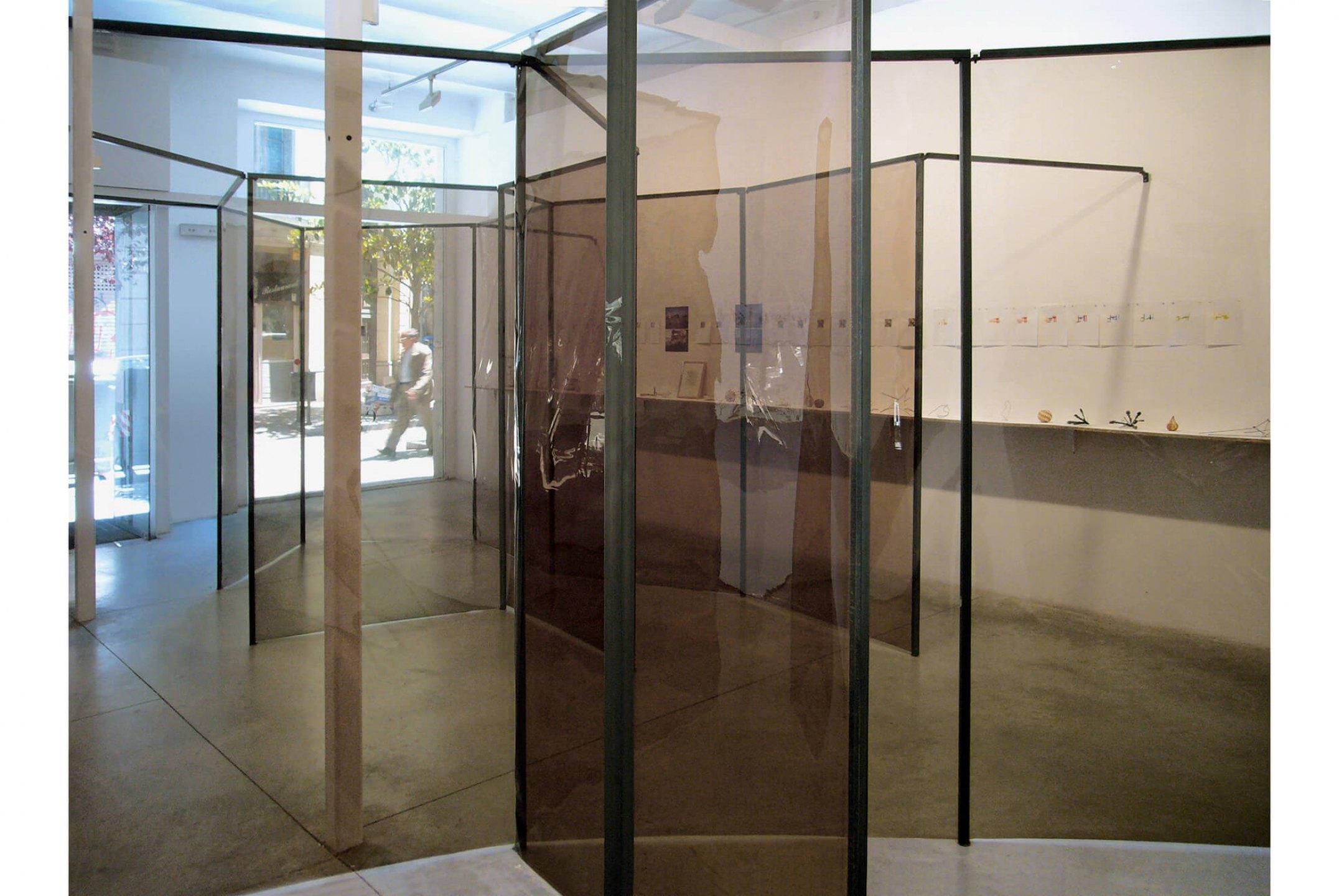 Daniel Steegmann Mangrané,<em>Resum/Trabalho</em>,2006, steel modular structure, photographic filter, shelves, variable dimensions - Mendes Wood DM