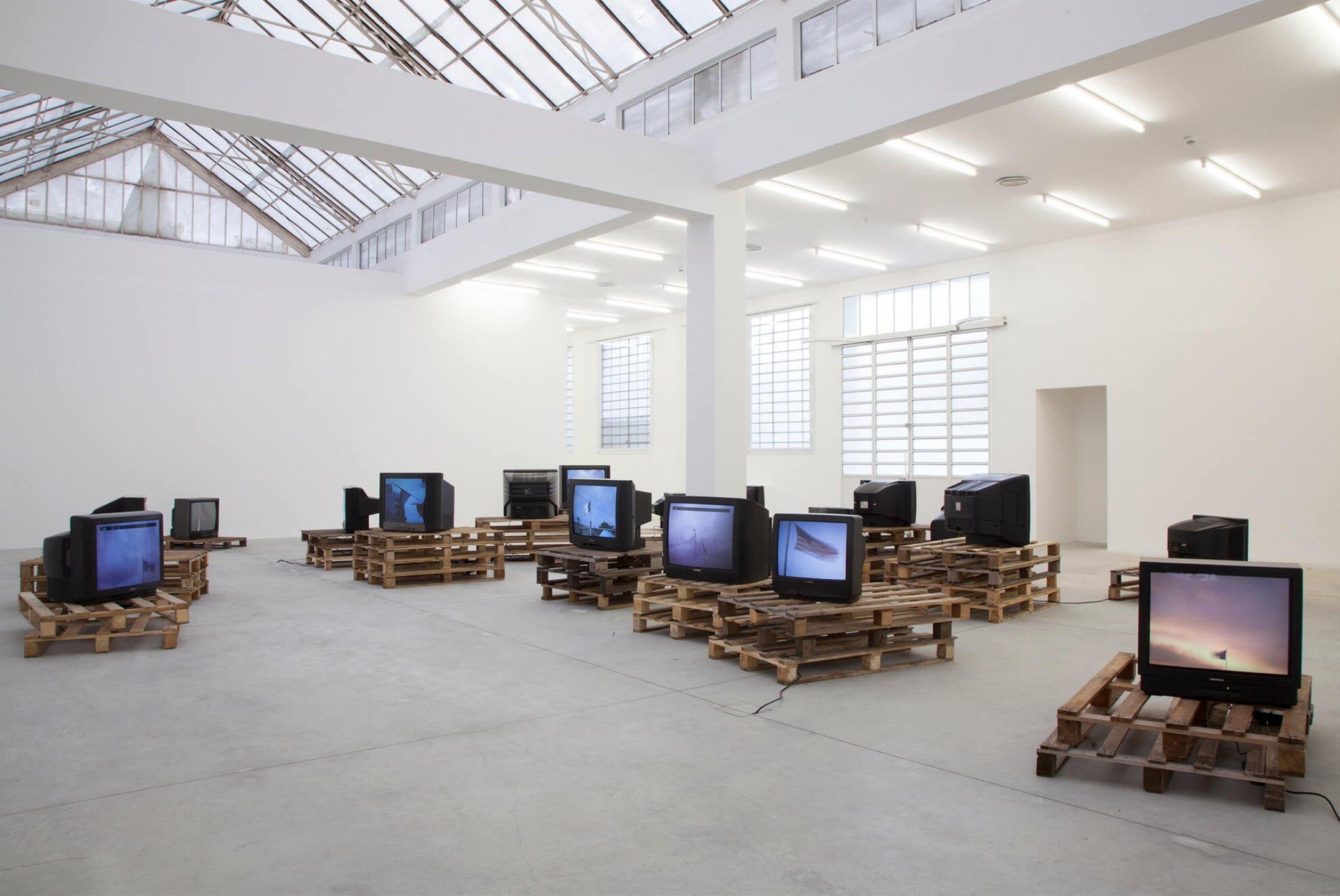 Paulo Nazareth,&nbsp;<em>Banderas Rotas</em>, Galleria Franco Noero, Turin, 2014 - Mendes Wood DM