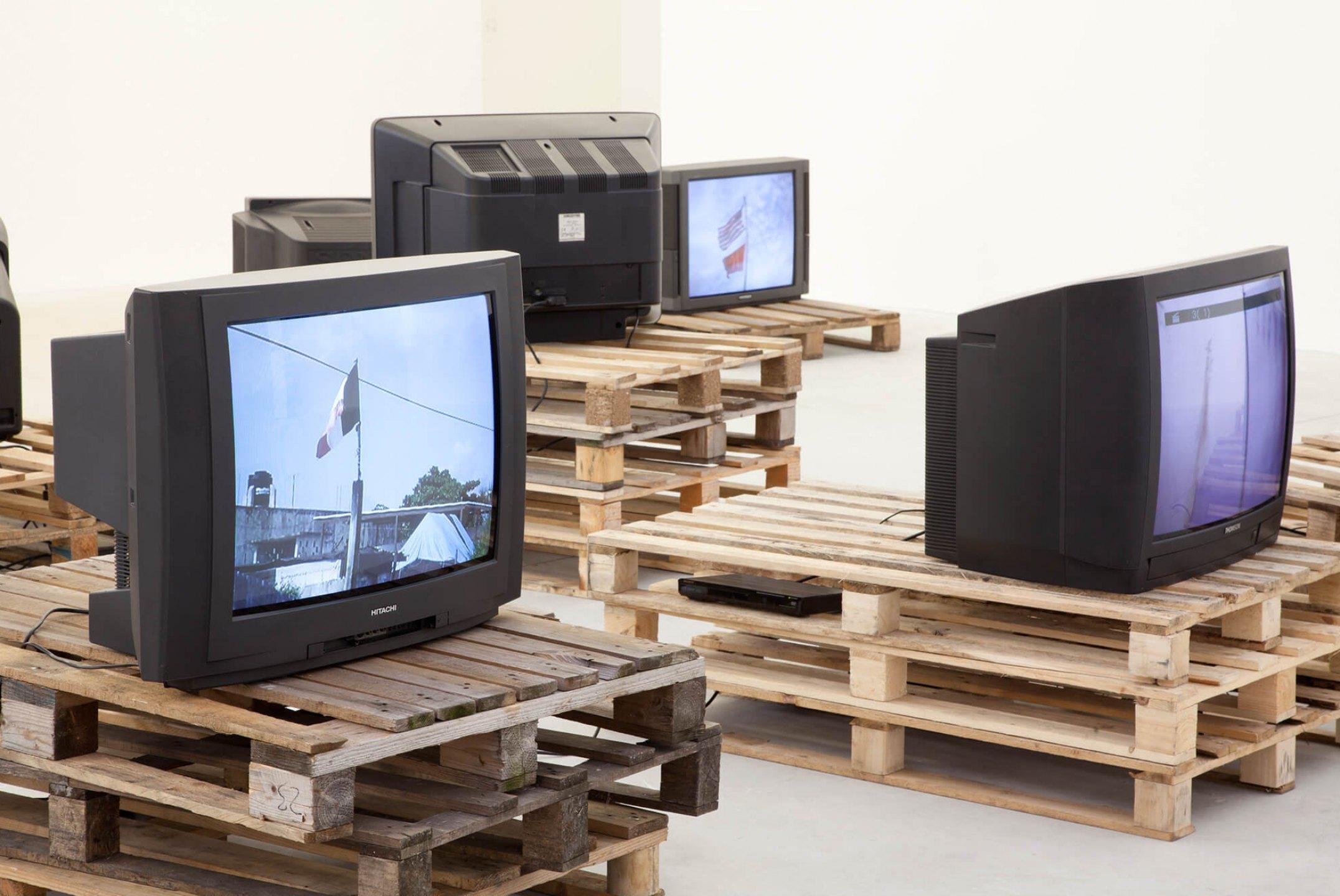 Paulo Nazareth,<em>Banderas Rotas</em>, Galeria Franco Noero, Turim, 2014 - Mendes Wood DM