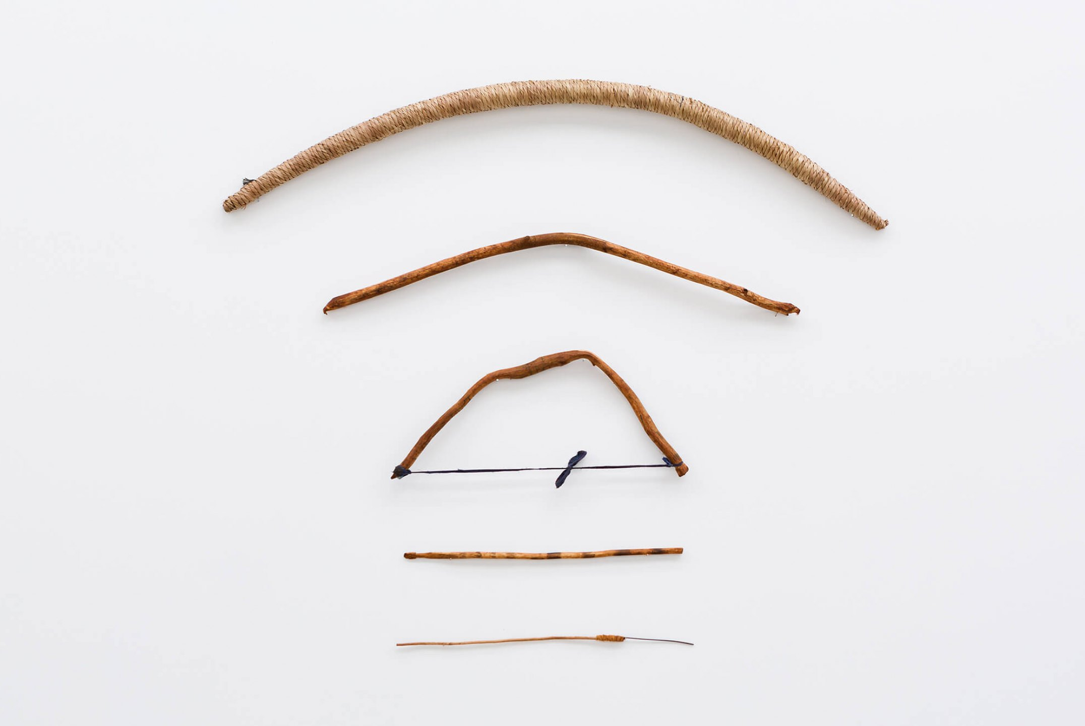Paulo Nazareth, <em>CA - Arco tabaco</em>, 2013/2014, wood, straw and cotton, 108 × 129 cm - Mendes Wood DM