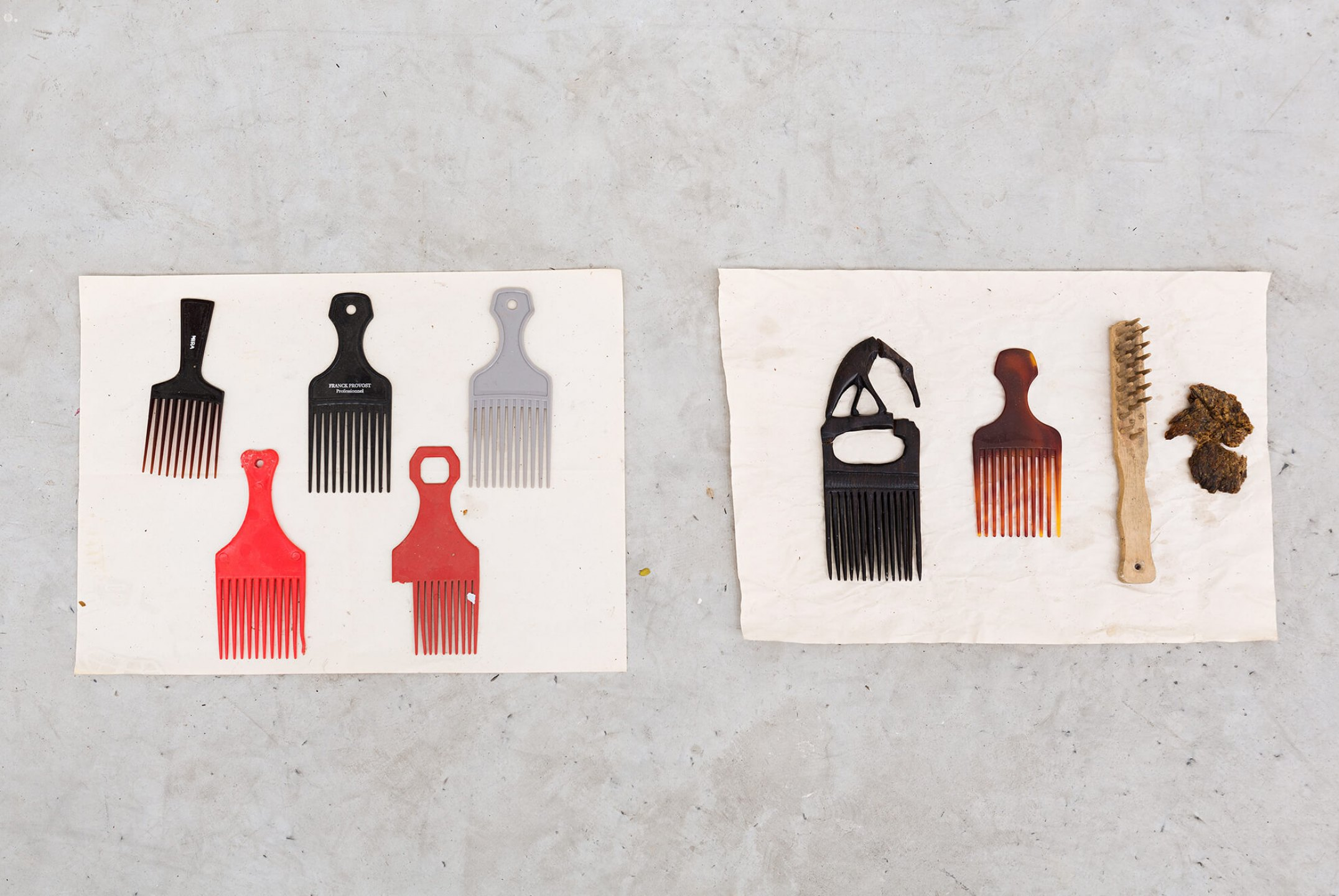 Paulo Nazareth, <em>CA - for BLACK</em>, 2014, plastic and wood combs, 36 × 96 × 4 cm - Mendes Wood DM