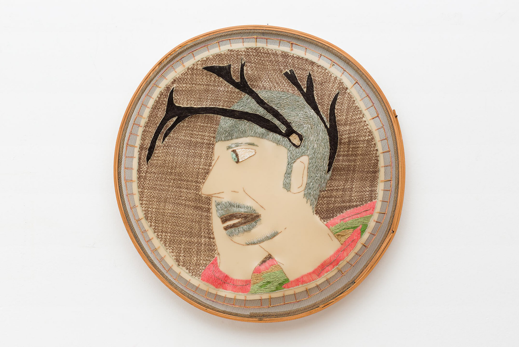 f.marquespeteado,<em> Homem veado de Minas Gerais, from Camafeu e broches de reis, santos e homens veados series</em>, 2013, desing hand-embroided on PVC under sieve, 59,5 ø cm - Mendes Wood DM