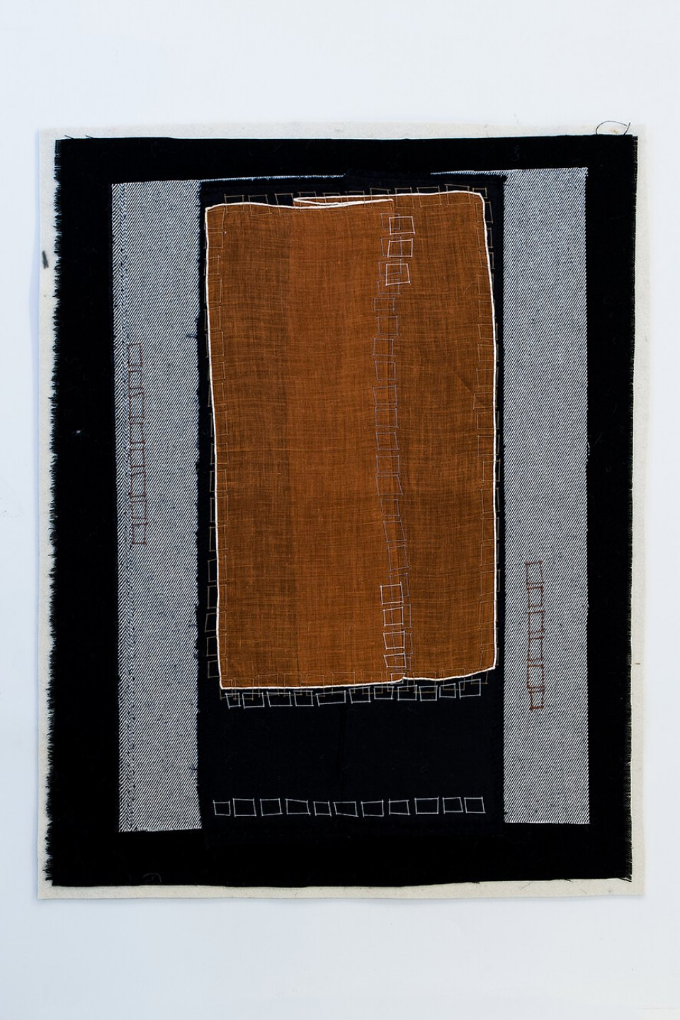f.marquespeteado,<em>&nbsp;Malaise neo-concretista 03</em>,&nbsp;2011, linens, cottons and wools hand-embroidered on industrial felt, 52&nbsp;×&nbsp;40 cm - Mendes Wood DM