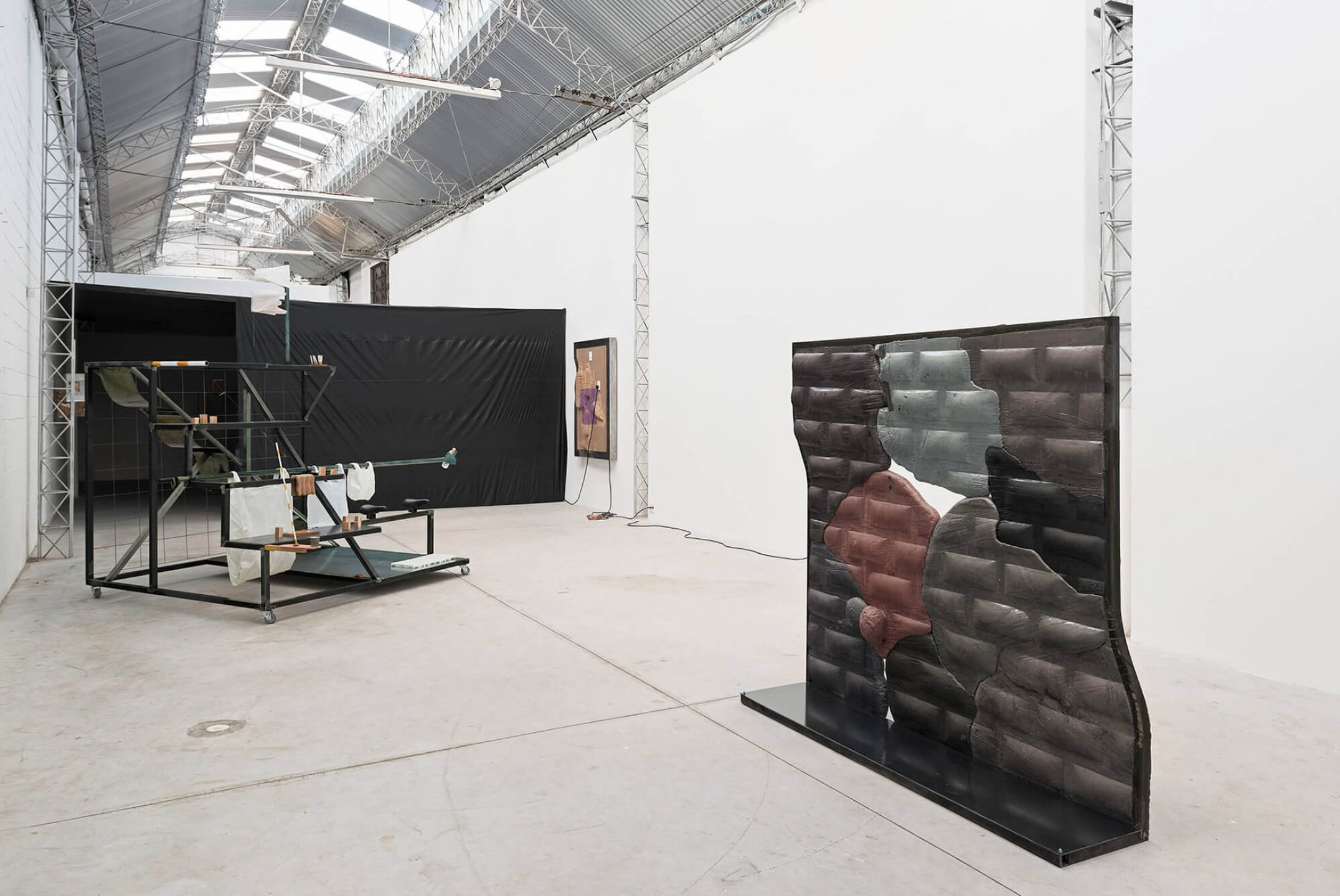 Neïl Beloufa, <em>Superlatives and resolutions‭</em>, ‬Mendes Wood‭ DM, ‬São Paulo, 2014 - Mendes Wood DM