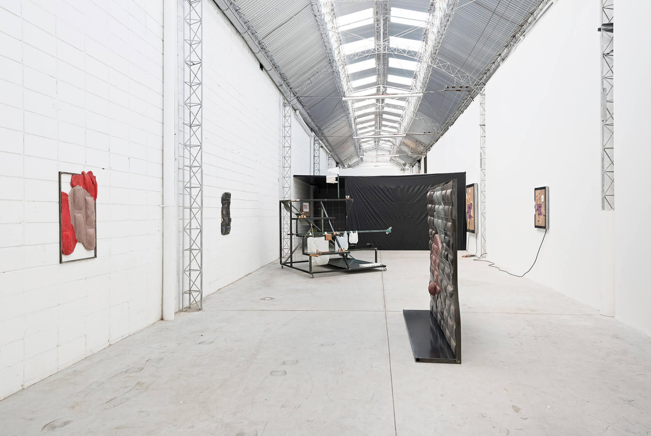 Neïl Beloufa, <em>Superlatives and resolutions</em>‭, ‬Mendes Wood‭ DM, ‬São Paulo, 2014 - Mendes Wood DM