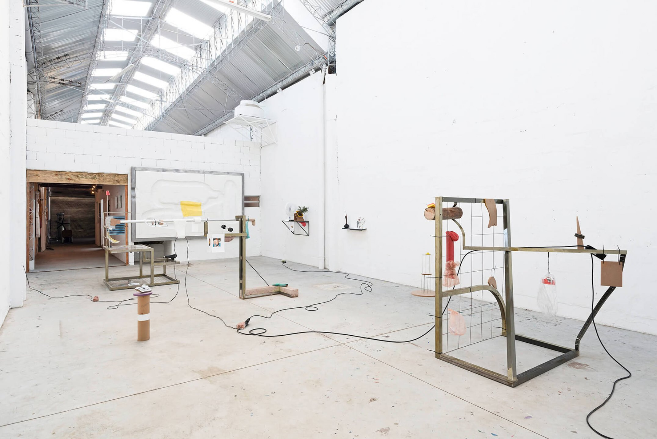 Neïl Beloufa, <em>Superlatives and resolutions‭,</em> ‬Mendes Wood‭ DM, ‬São Paulo, 2014 - Mendes Wood DM