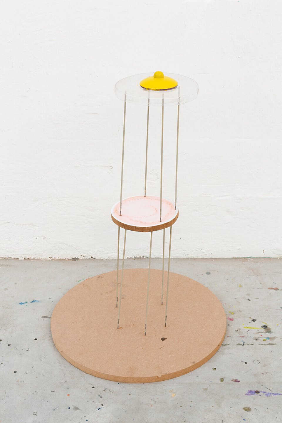 Neïl Beloufa, <em>Bigger, make up, nipple, sputnik</em>, 2014, mixed media, 73 × 50 cm ø - Mendes Wood DM